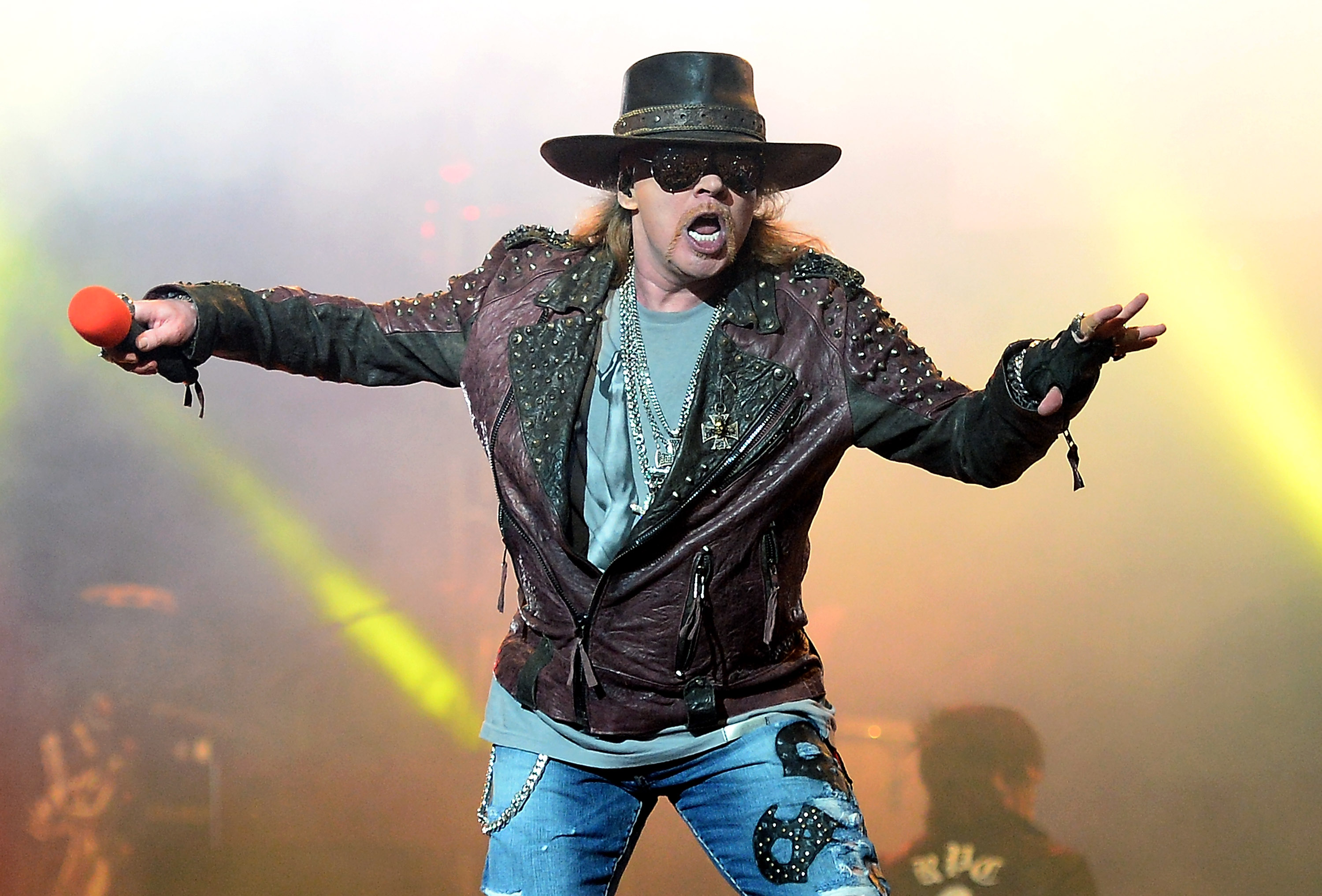 Axl Rose hangs with the 'Scooby-Doo' gang in an animated cameo