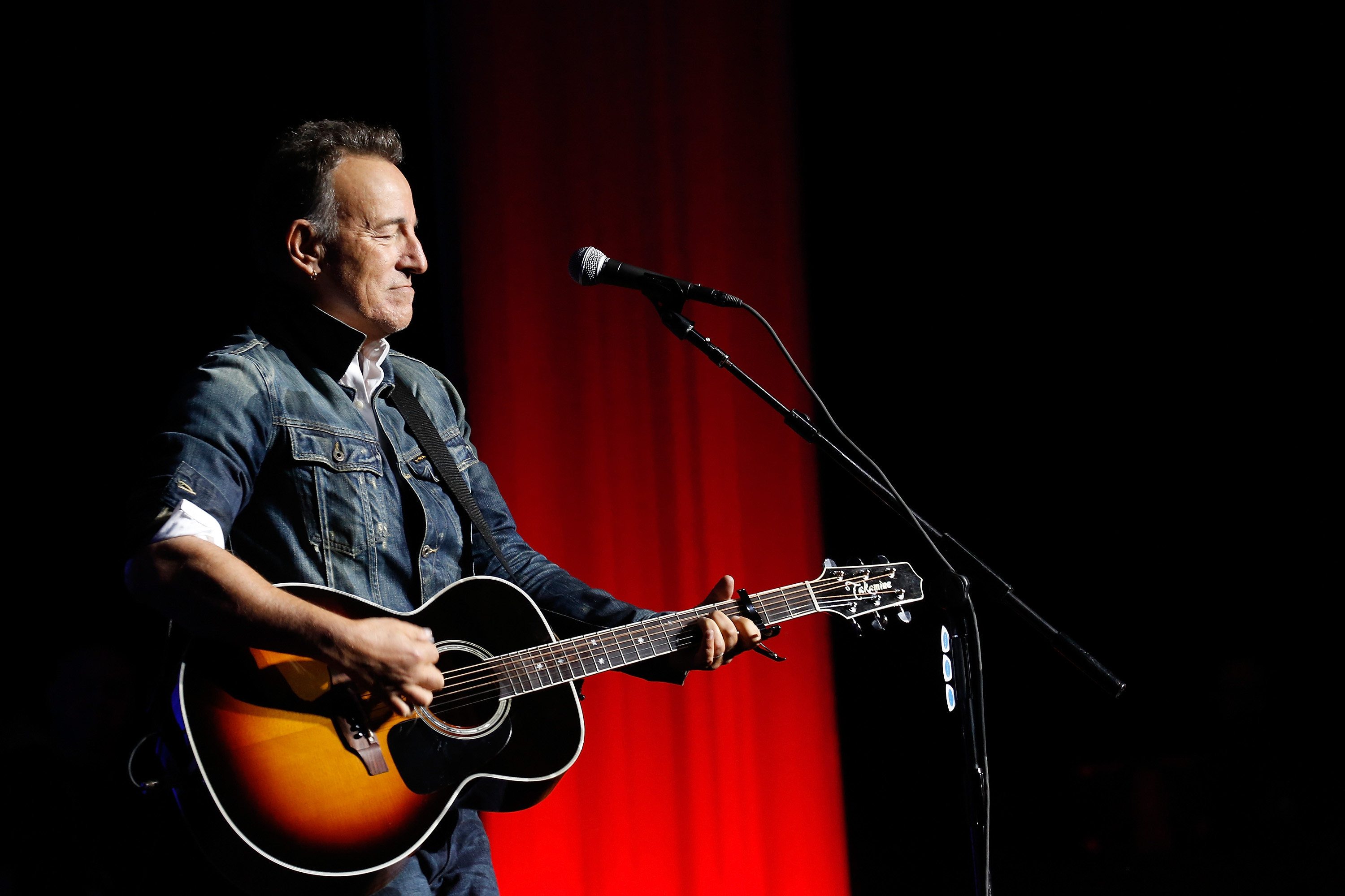 DWI charges dropped against Bruce Springsteen, who pleads guilty to just drinking in the park