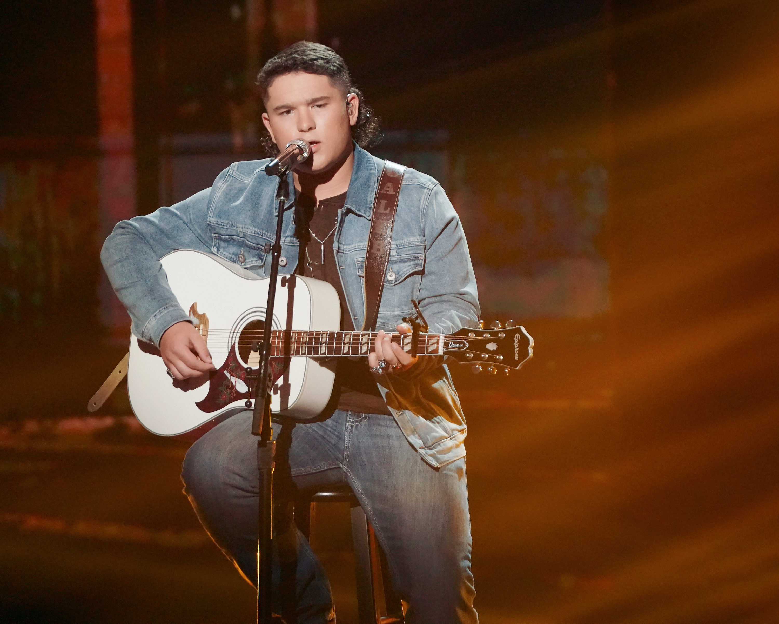 'American Idol' finalist Caleb Kennedy out after KKK-style hood video surfaces