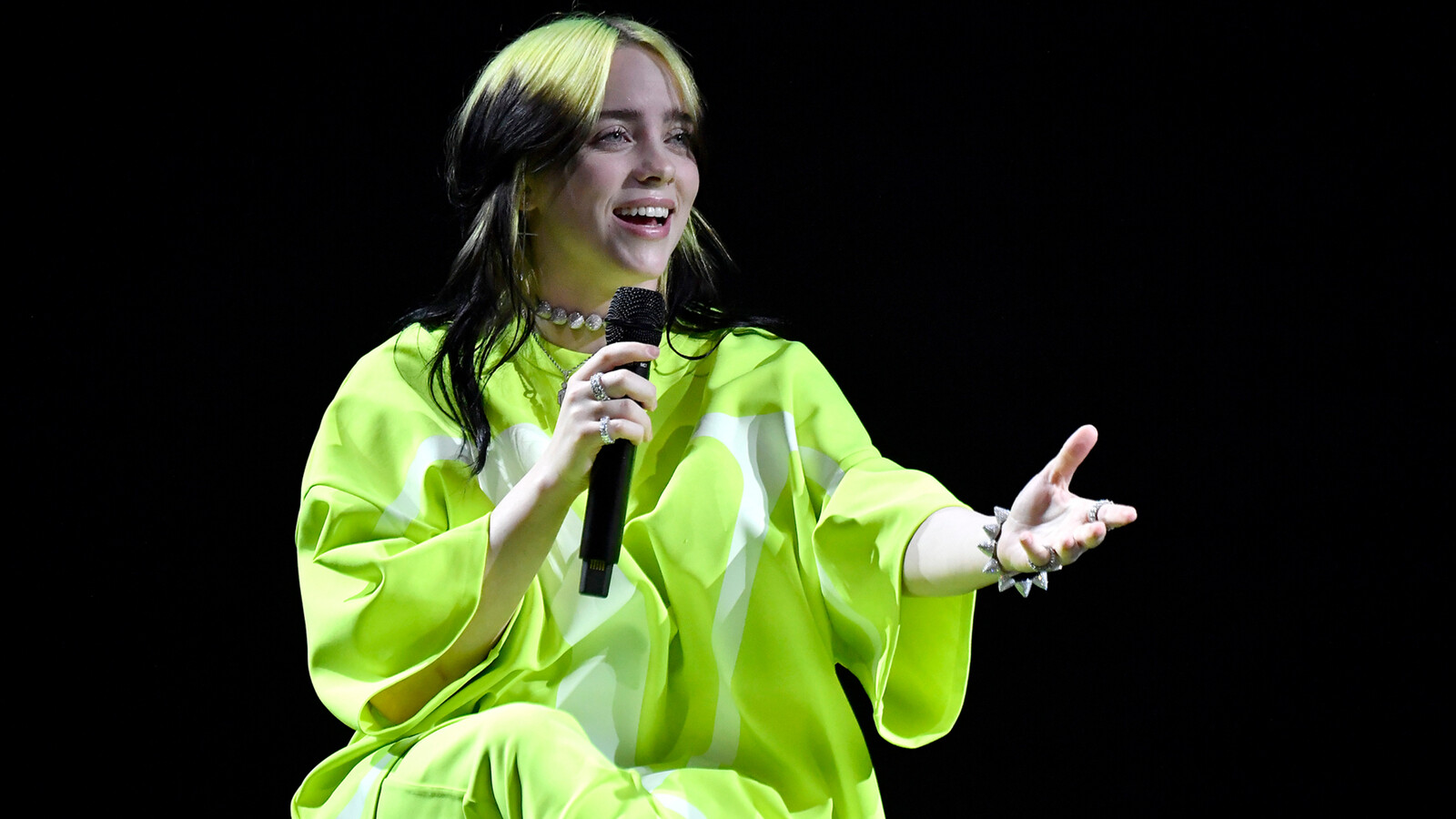 Billie Eilish thinks Jimmy Fallon is a 'vertical brown rectangle'