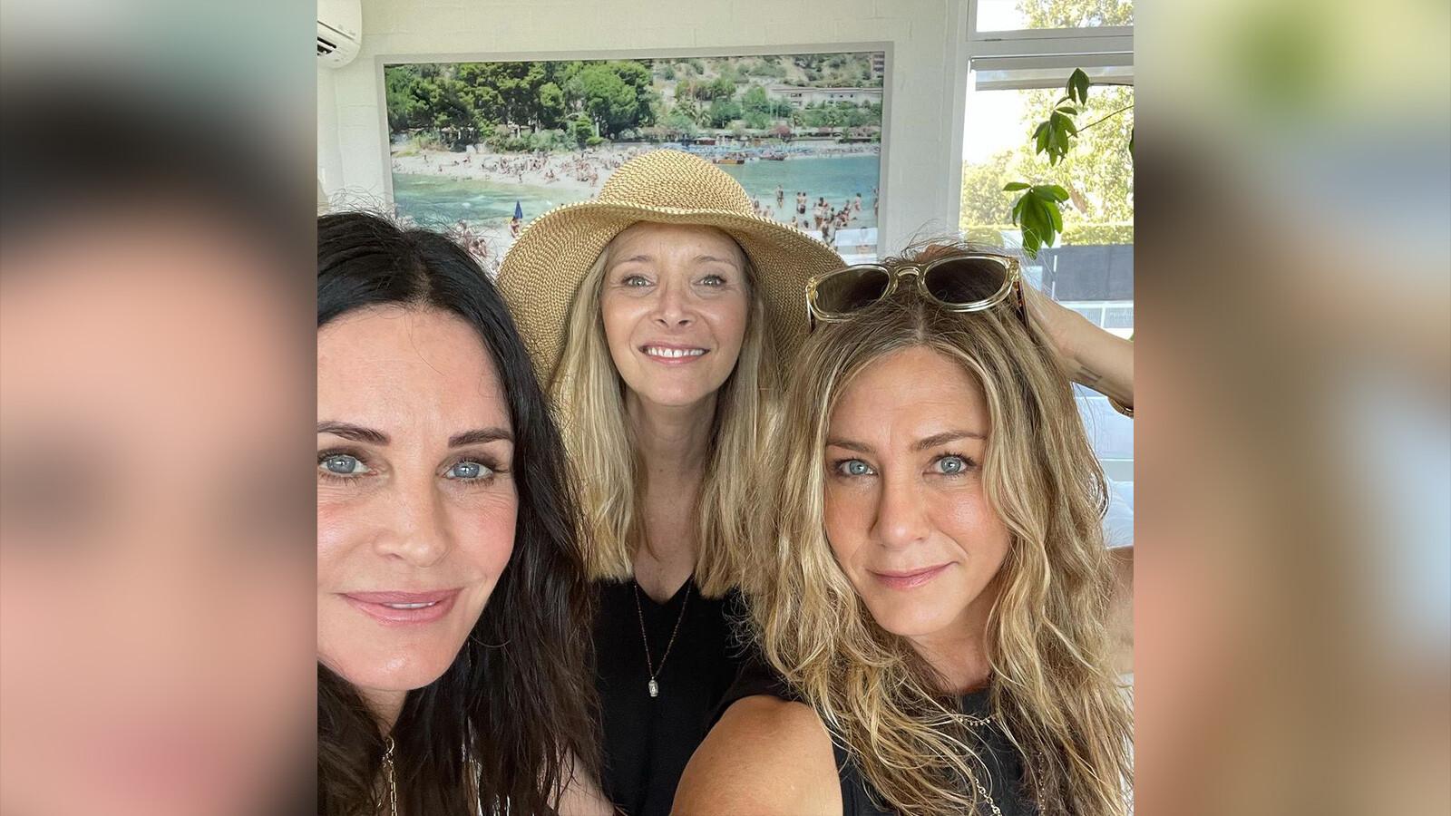 Courteney Cox, Jennifer Aniston and Lisa Kudrow reunite for July 4