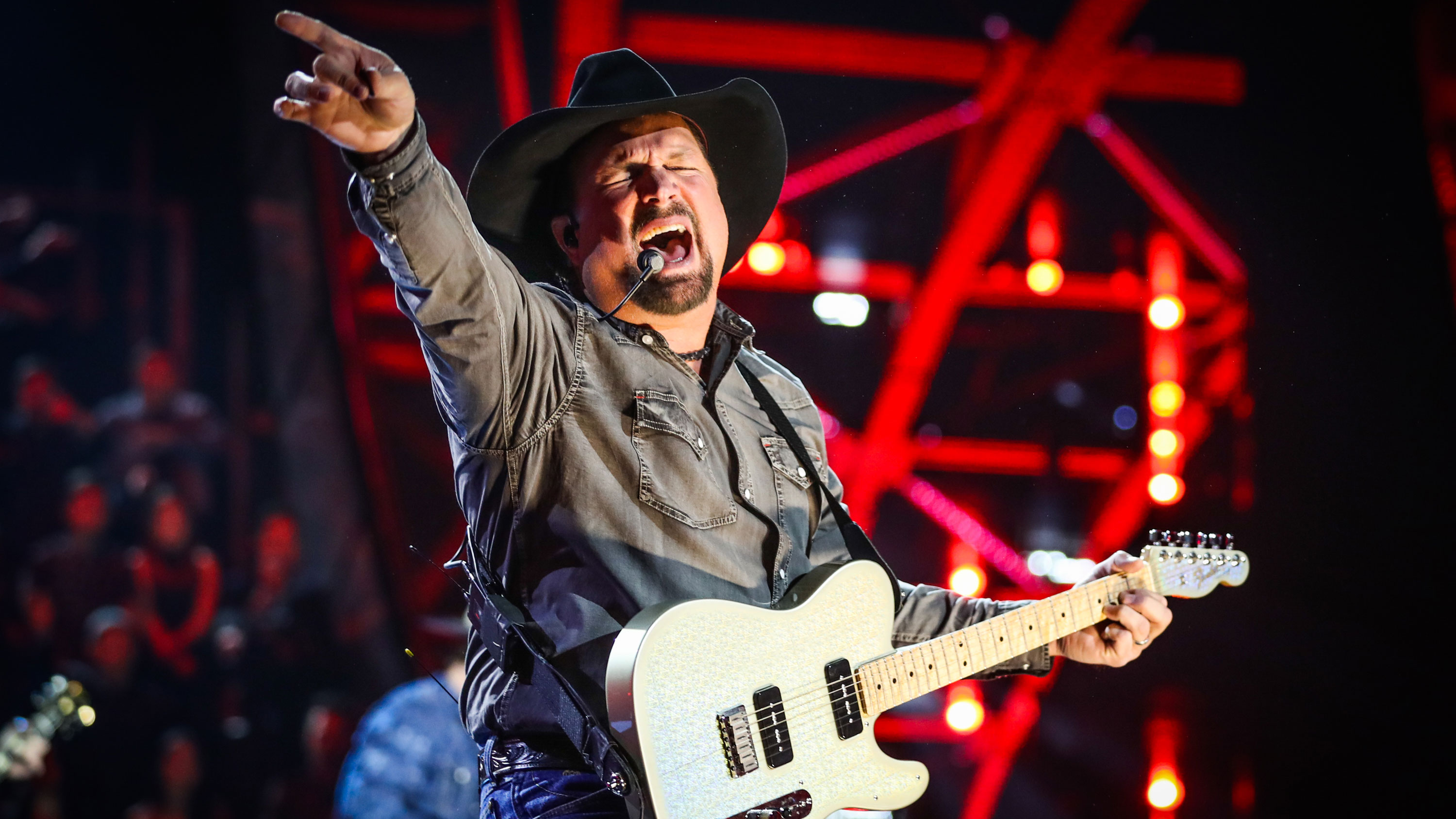 Garth Brooks explains why he removed himself from the 'CMA' entertainer of the year category