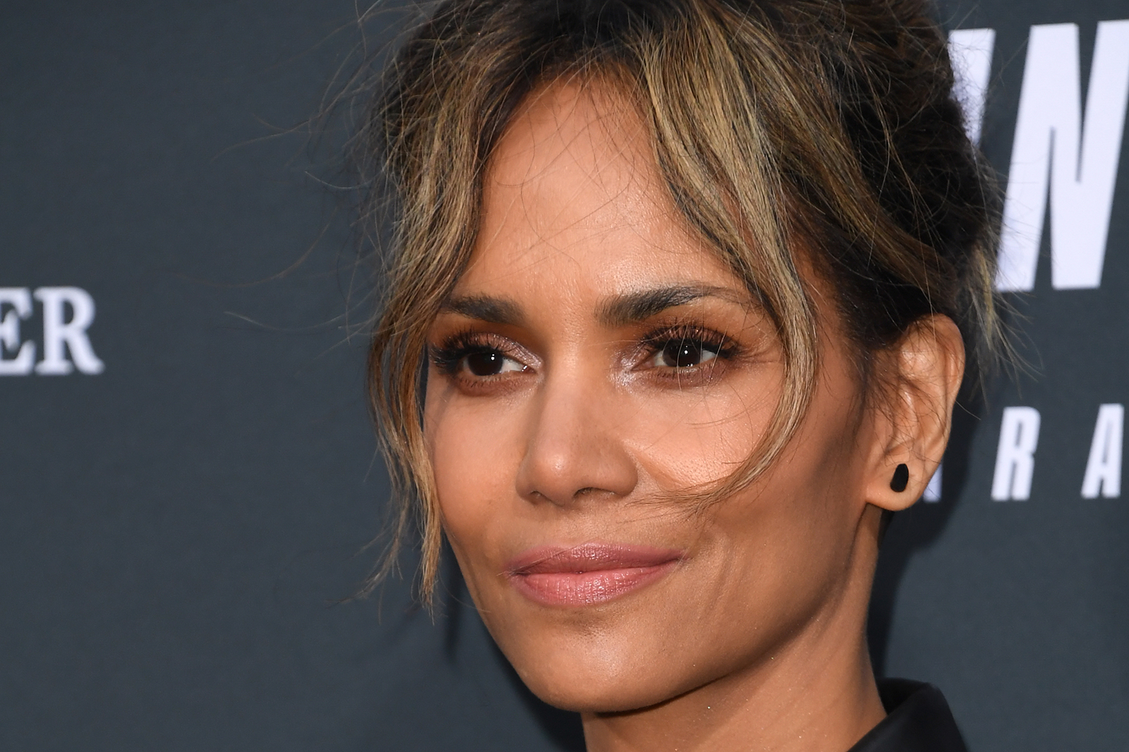 Halle Berry apologizes and is no longer considering a transgender role in upcoming film