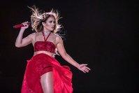In honor of Jennifer Lopez's Golden Globe nomination, fan urges passengers on JetBlue to watch 'Hustlers'