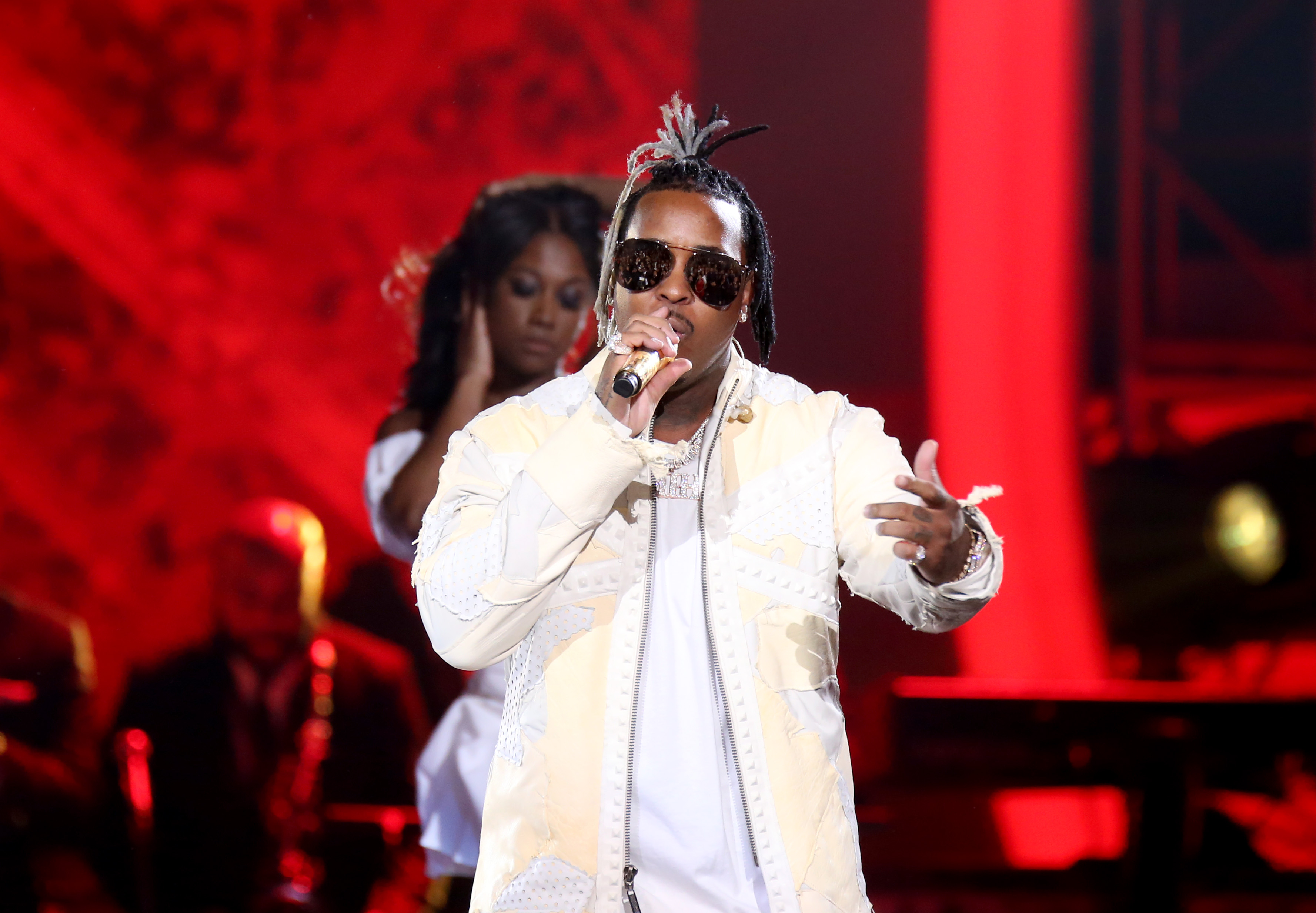 Singer Jeremih leaves hospital after battling Covid-19 and thanks health care workers for saving his life
