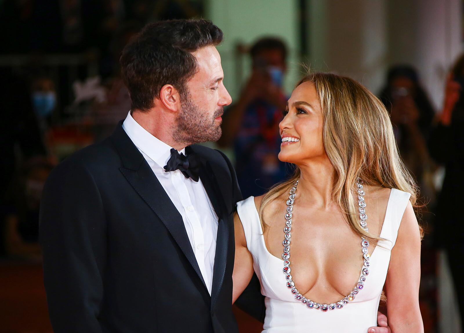 Jennifer Lopez and Ben Affleck return to the red carpet together