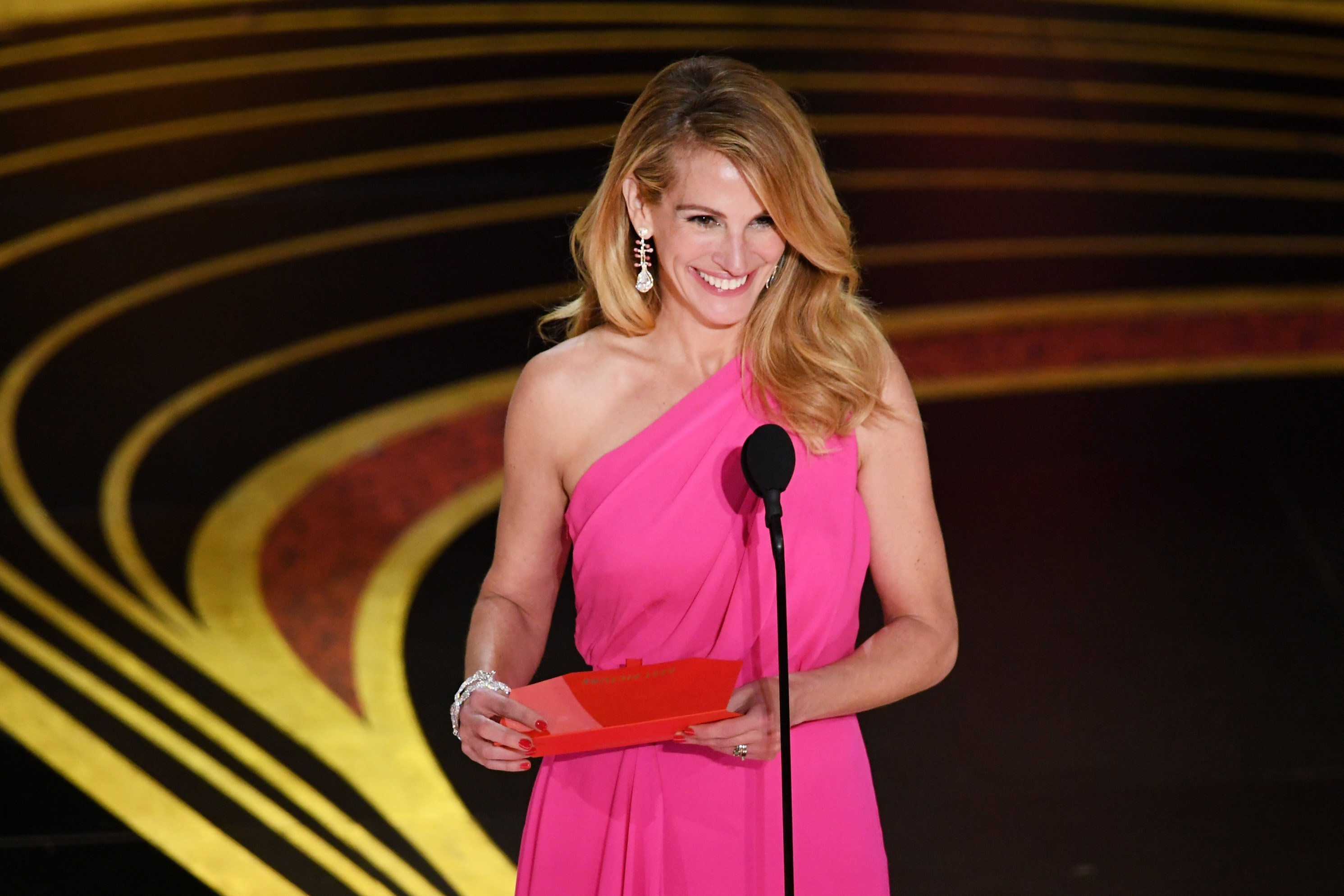 Julia Roberts wins for best Emmy snub reaction