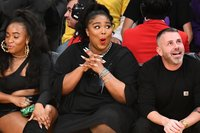 Lizzo twerked in a thong at a Lakers game and it was a moment