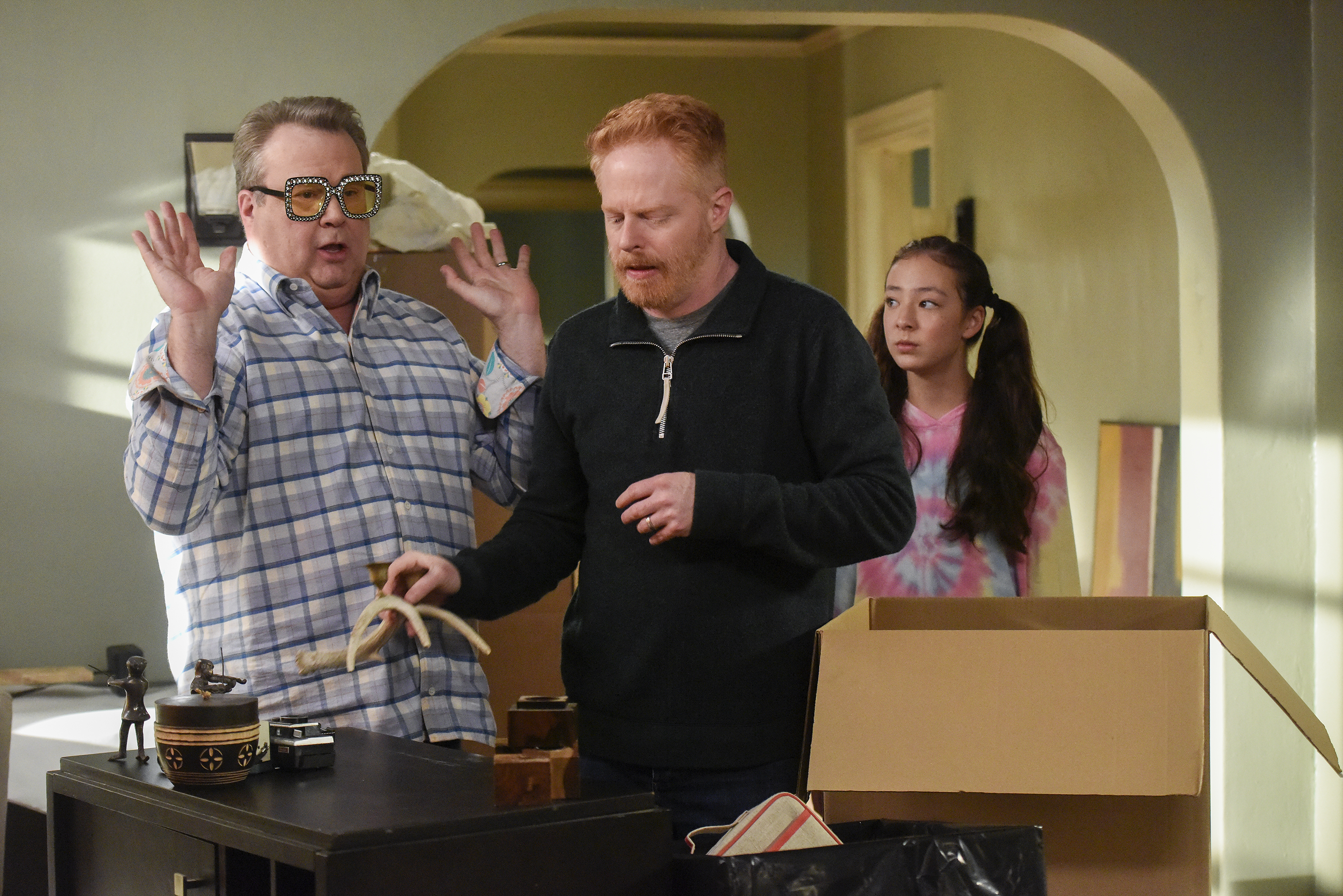 'Modern Family' signs off amid a crisis, like 'The Cosby Show' did in 1992