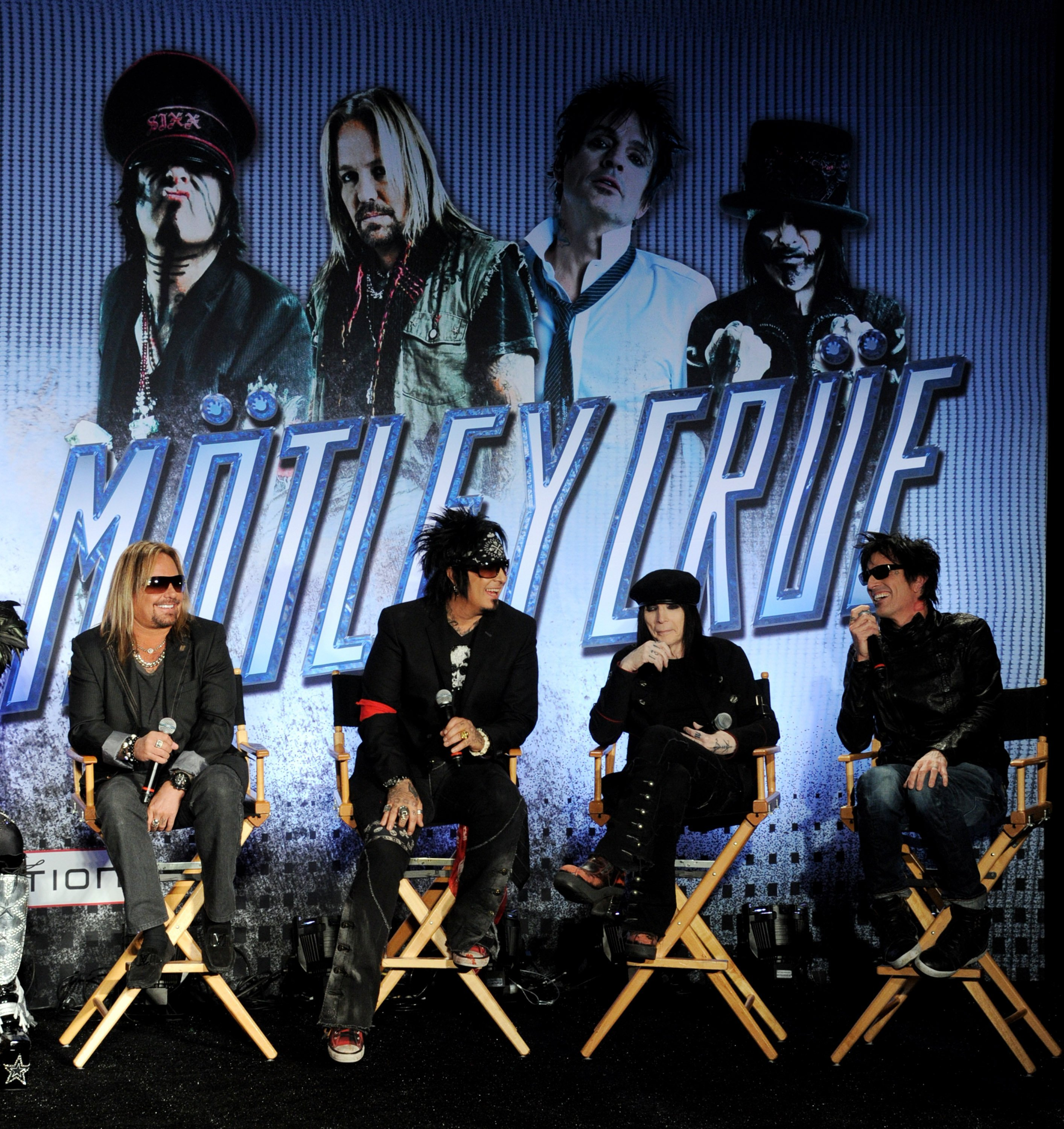 Mötley Crüe is back together and going on tour