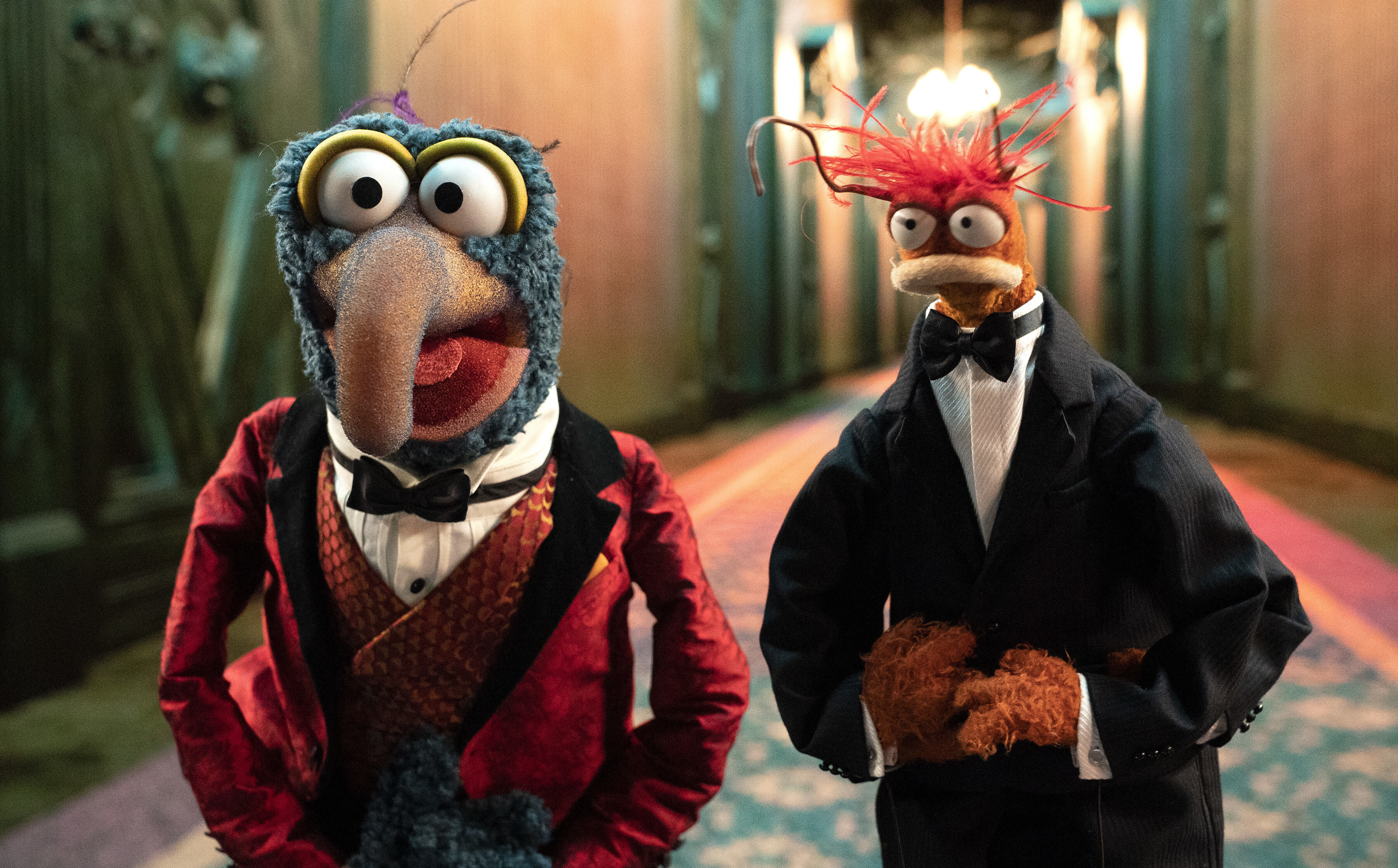 Gonzo and Miss Piggy invite you to the 'Muppets Haunted Mansion'