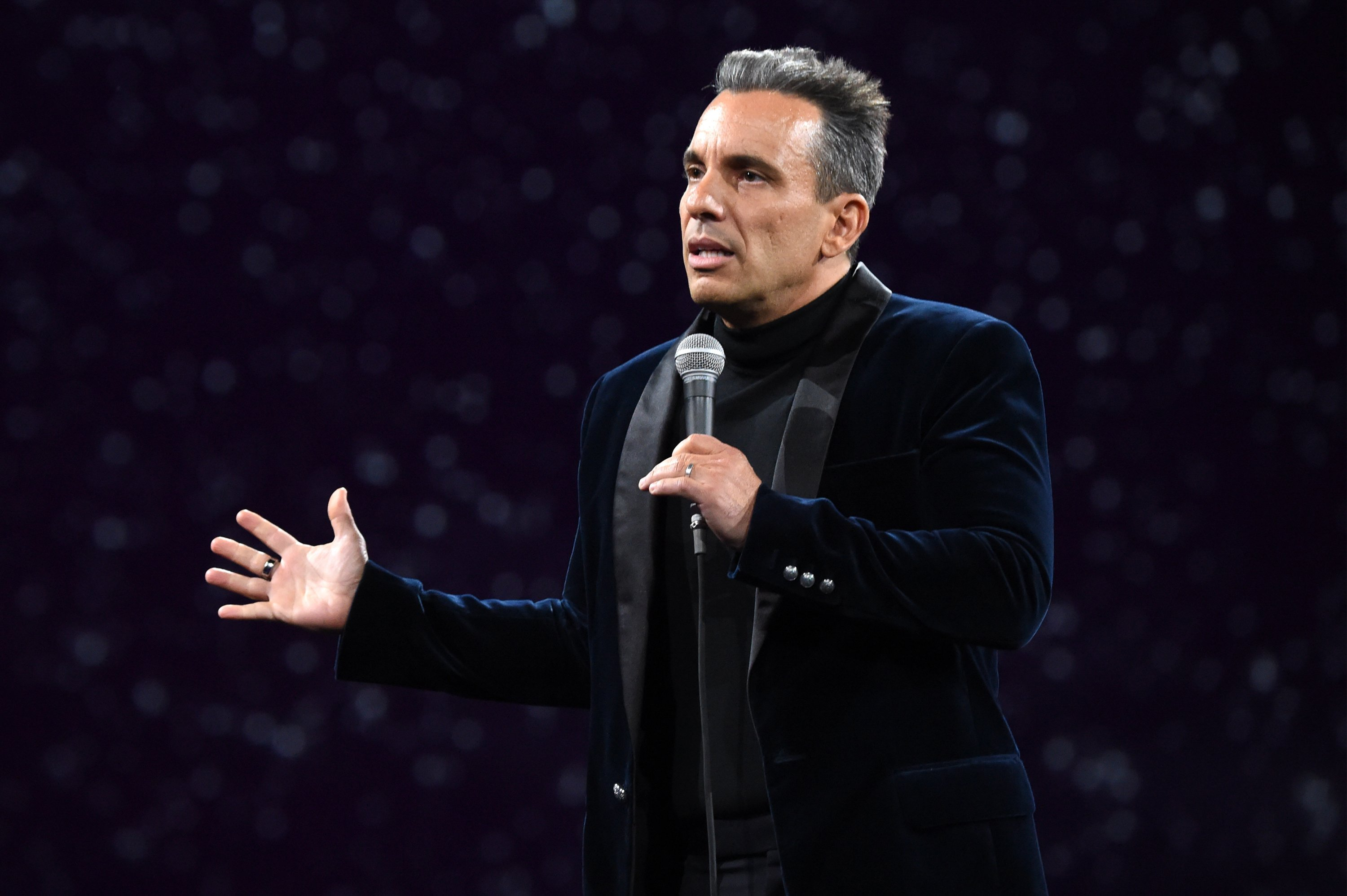 Sebastian Maniscalco will host the 2019 MTV VMAs
