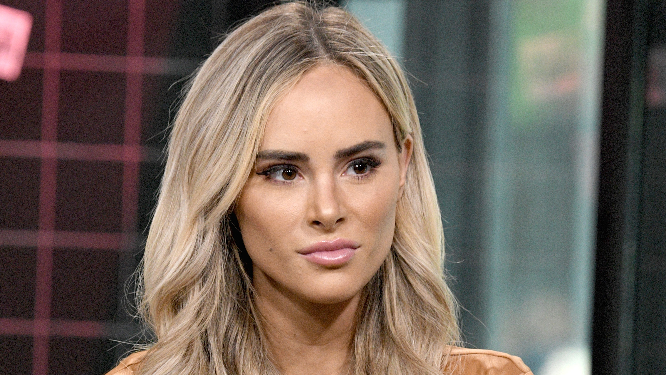 Amanda Stanton of 'Bachelor' defends driving from California to Arizona to get her hair done