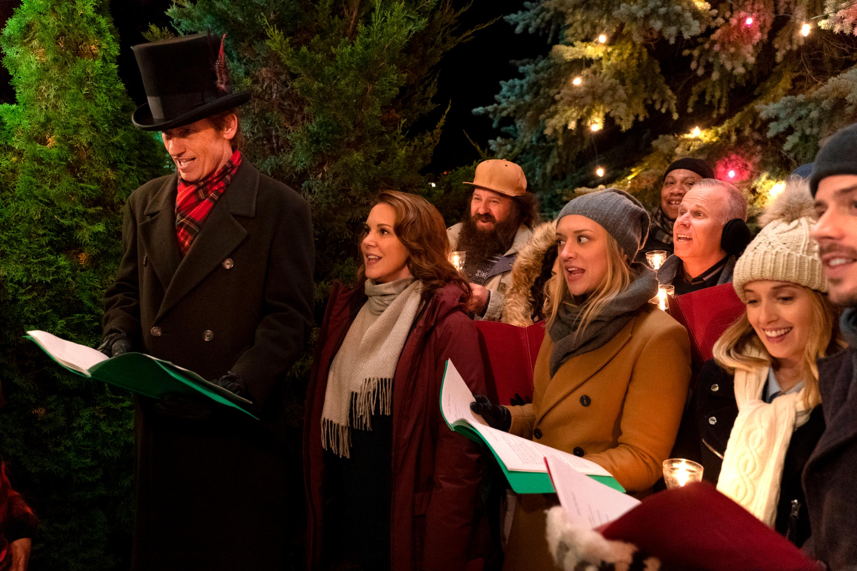 'The Moodys' serves up holiday comedy that's mostly ho-ho-hum