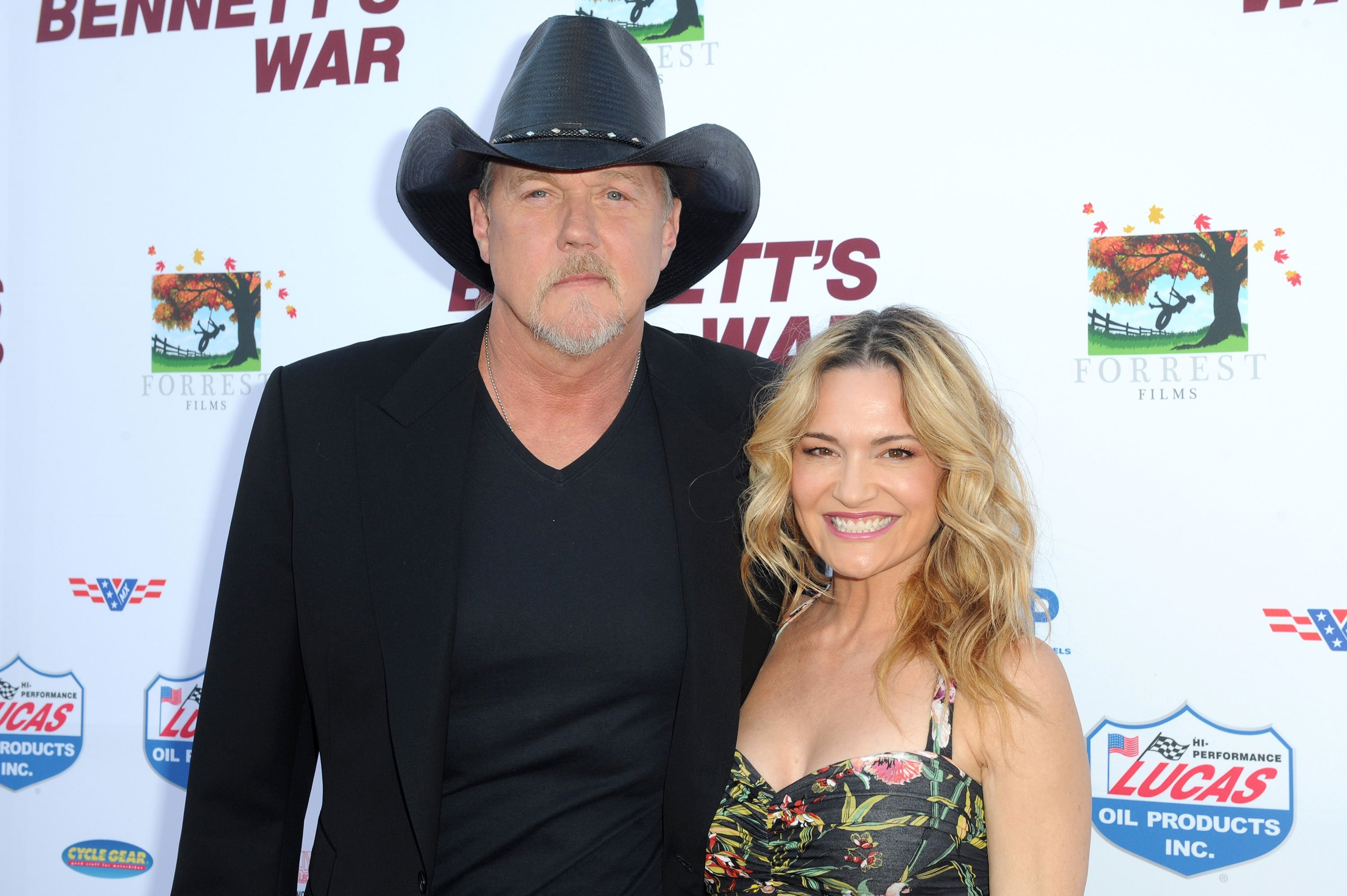 Trace Adkins marries actress Victoria Pratt with an assist from Blake Shelton