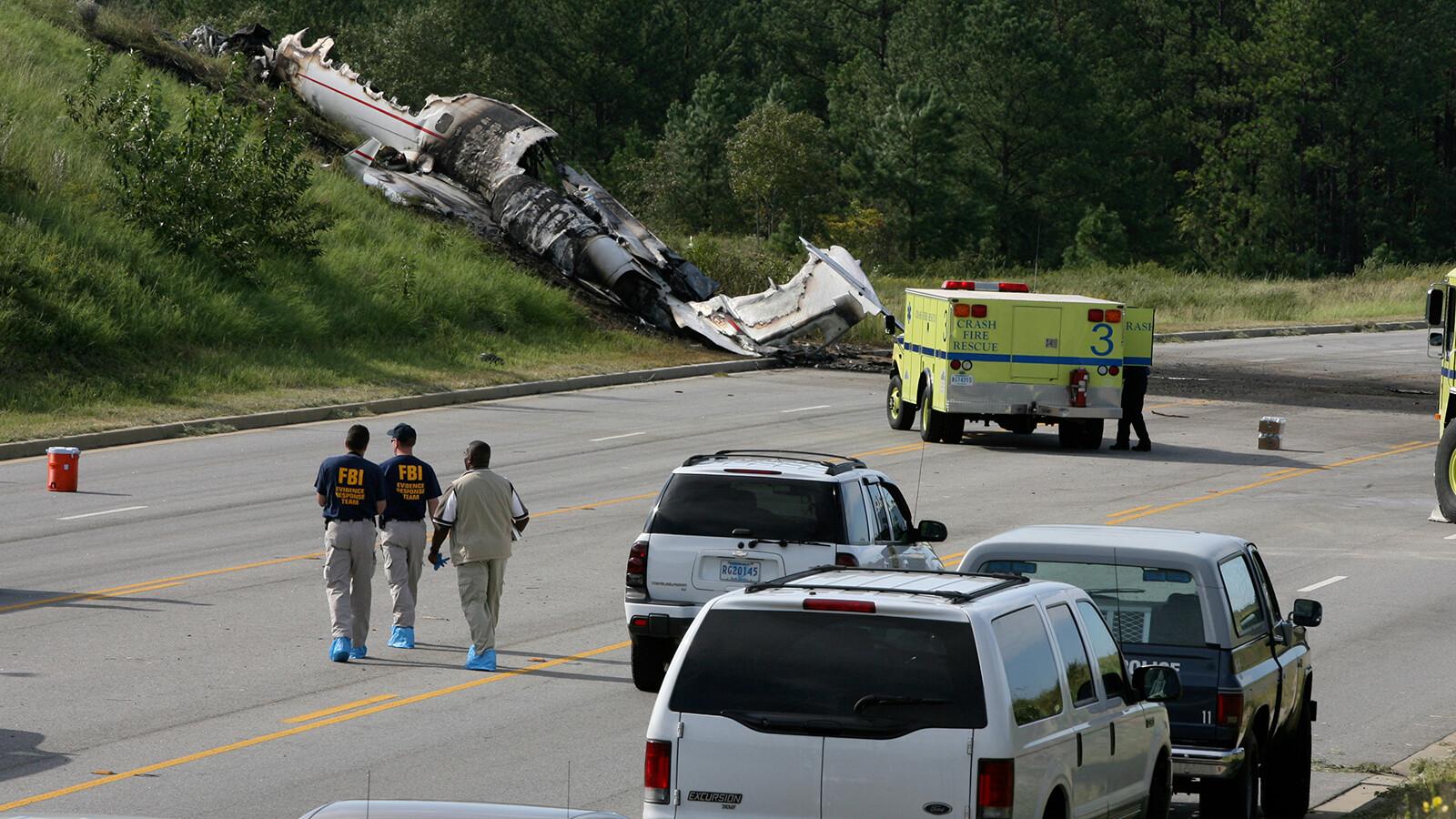 Travis Barker, Blink-182 drummer, takes first flight since deadly 2008 plane crash