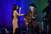 Willie Nelson and Kacey Musgraves share a sweet CMA Awards duet