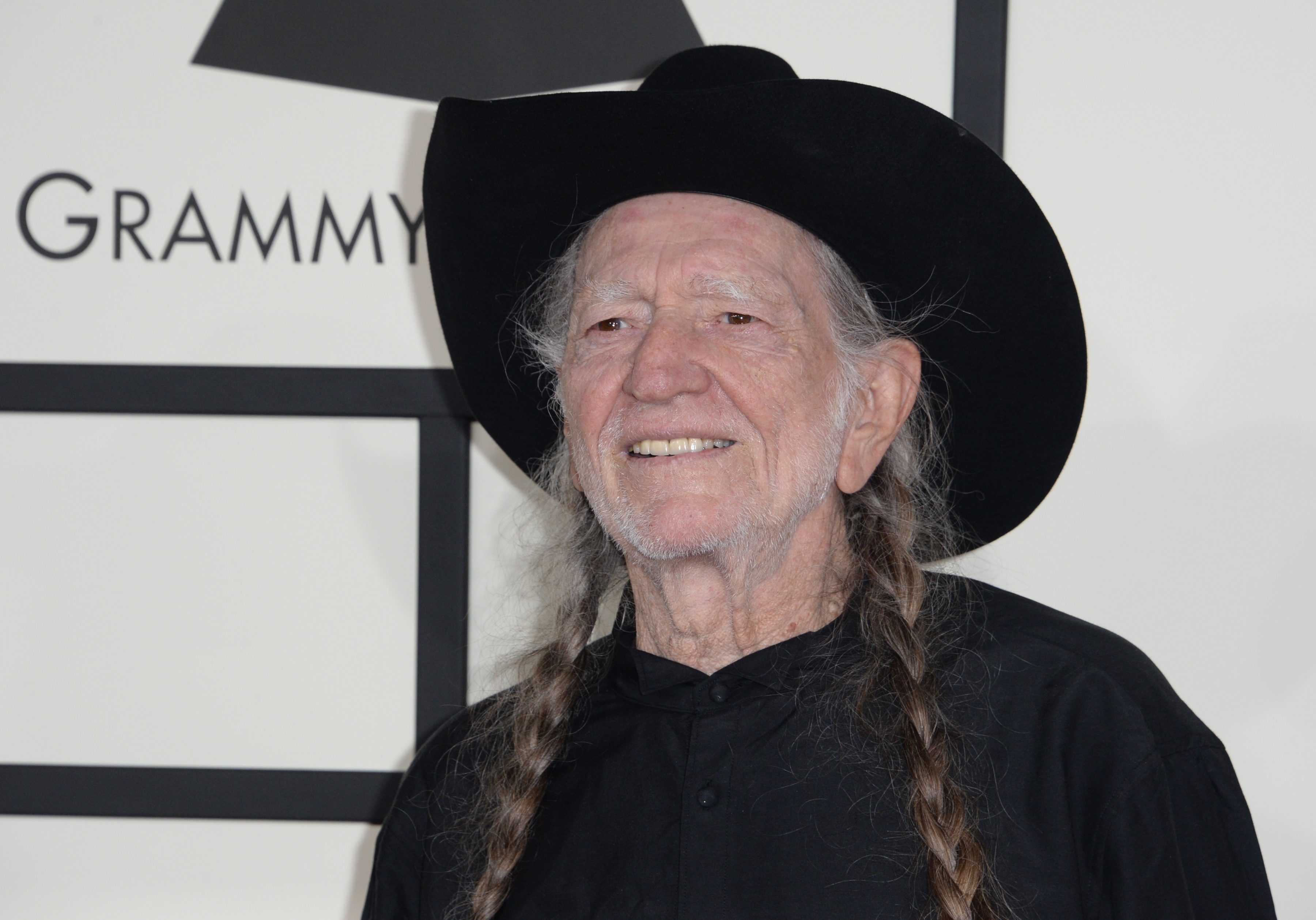 Willie Nelson says he has stopped smoking because it almost killed him