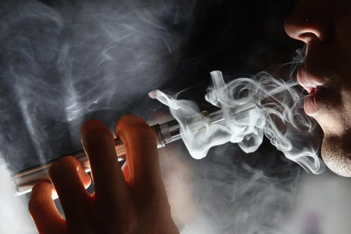 Image for No single e-cigarette brand linked to vaping-related lung injuries, CDC says