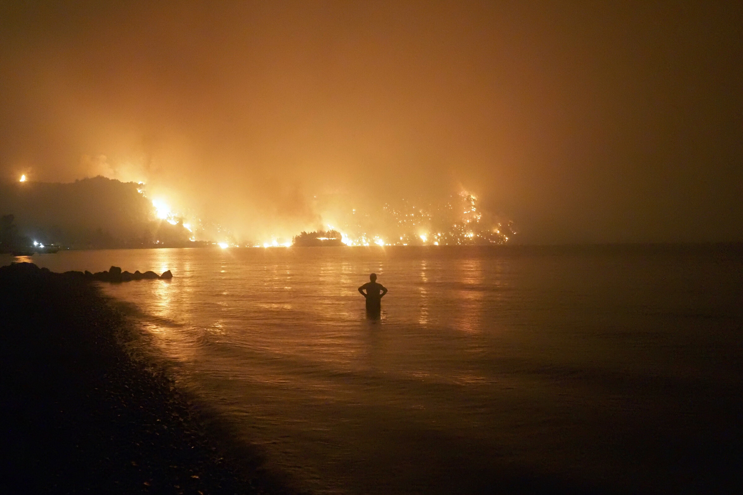 The nightmare of Greece's Evia, an island devoured by flames