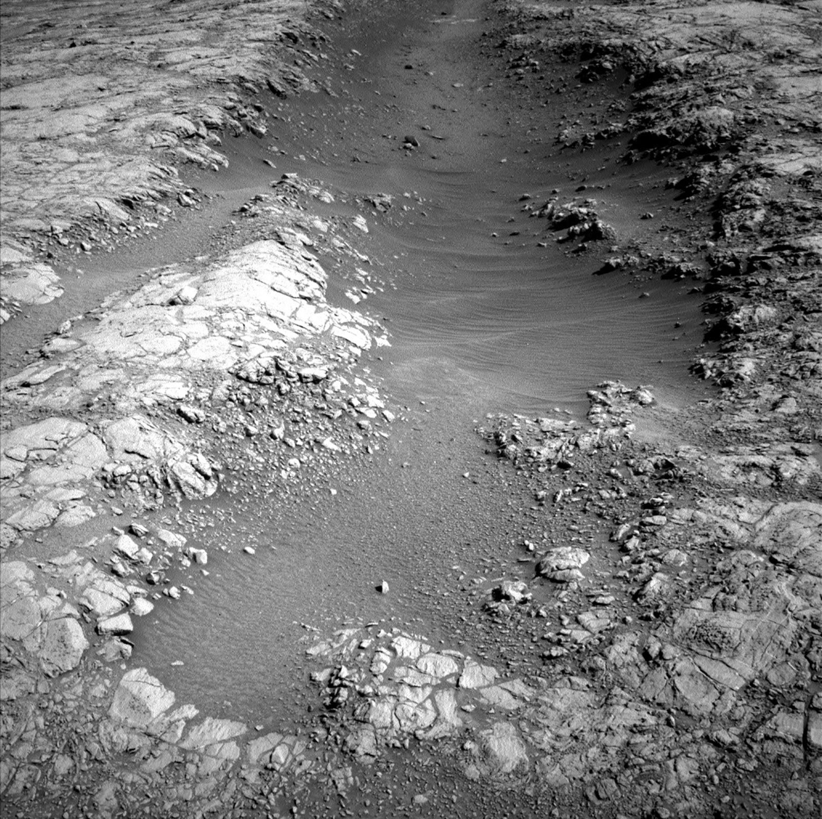 Curiosity rover overcomes temporary freeze after 'attitude adjustment'