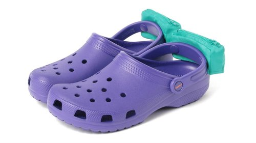 20acd084a734 Crocs released a shoe with little fanny packs