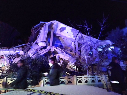 Image for At least 22 dead, more than 1,200 injured in Turkey earthquake