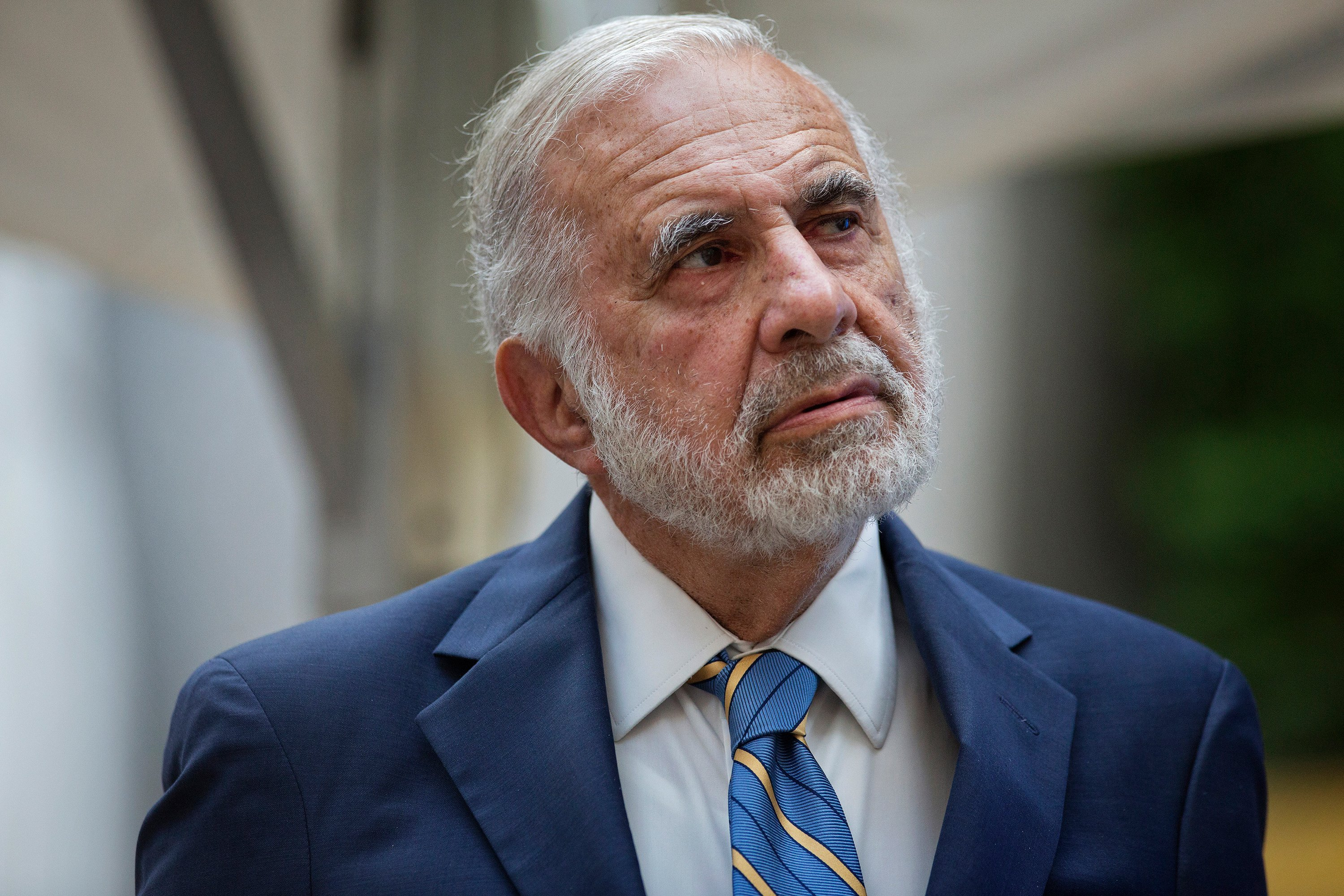 Carl Icahn warns it's 'extremely dangerous' to own shares in Occidental Petroleum, the oil giant he owns a big stake in