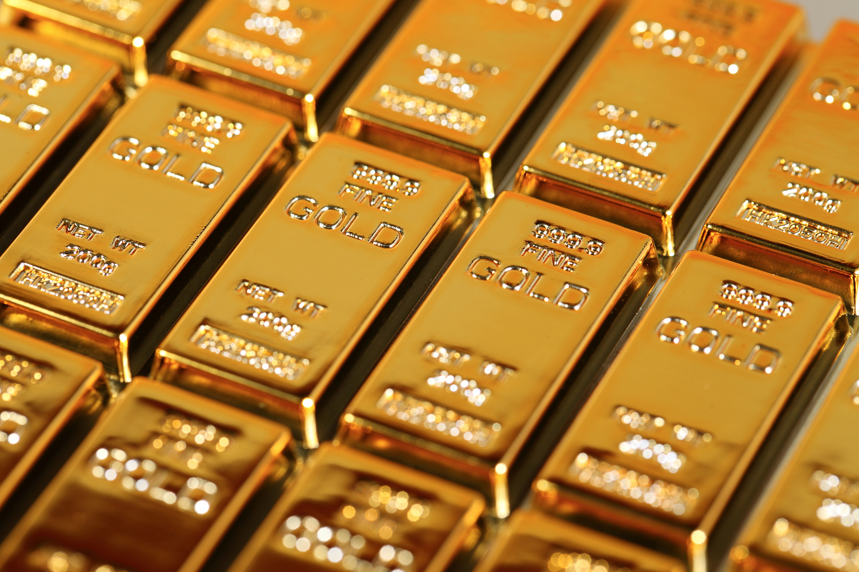 Gold loses its shine as Fed hints at rate hikes