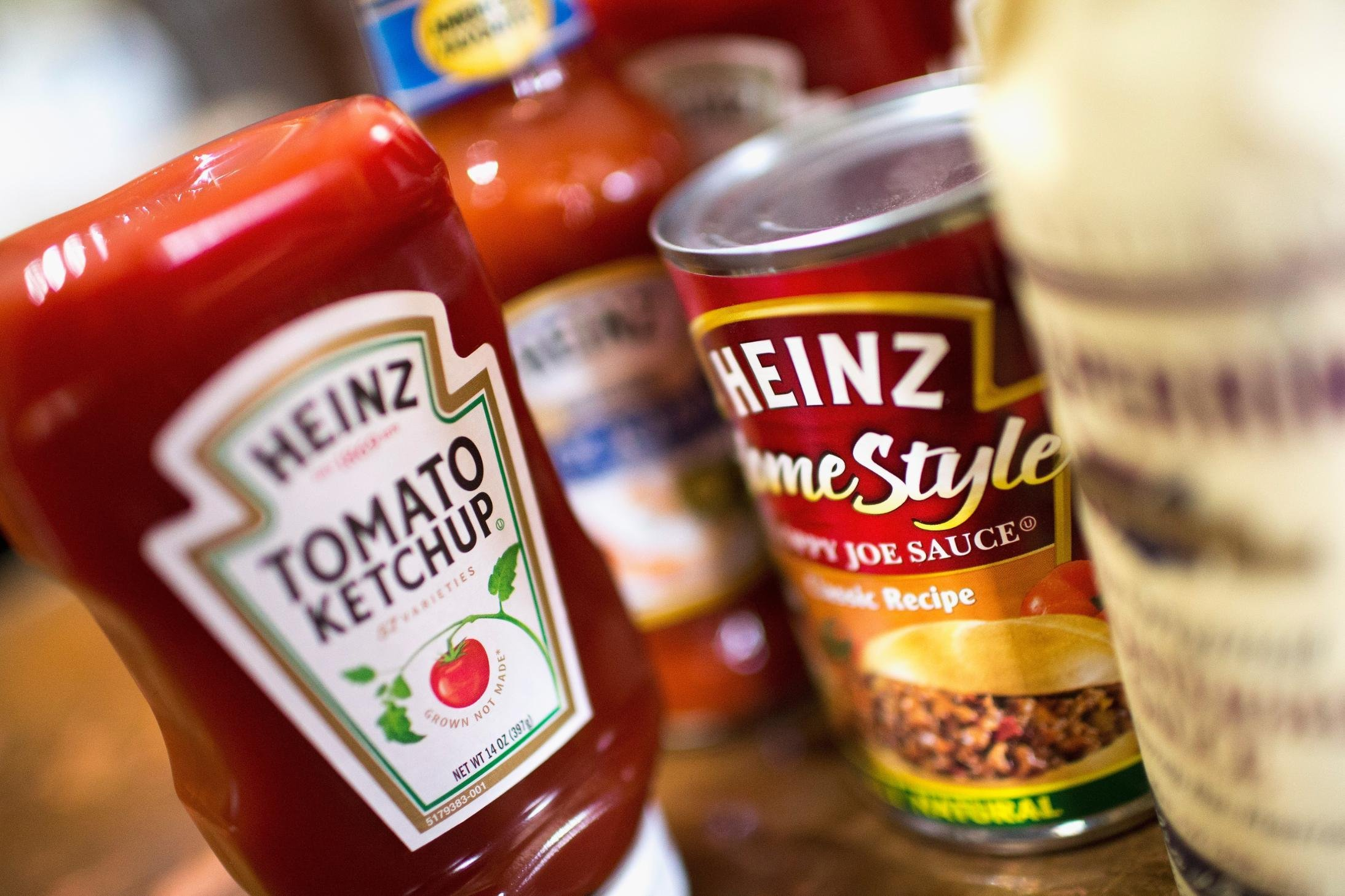 Kraft Heinz stock tumbles after its second-biggest investor sells a big chunk of its stock