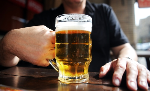 Image for US adults who binge drink are drinking even more, study says