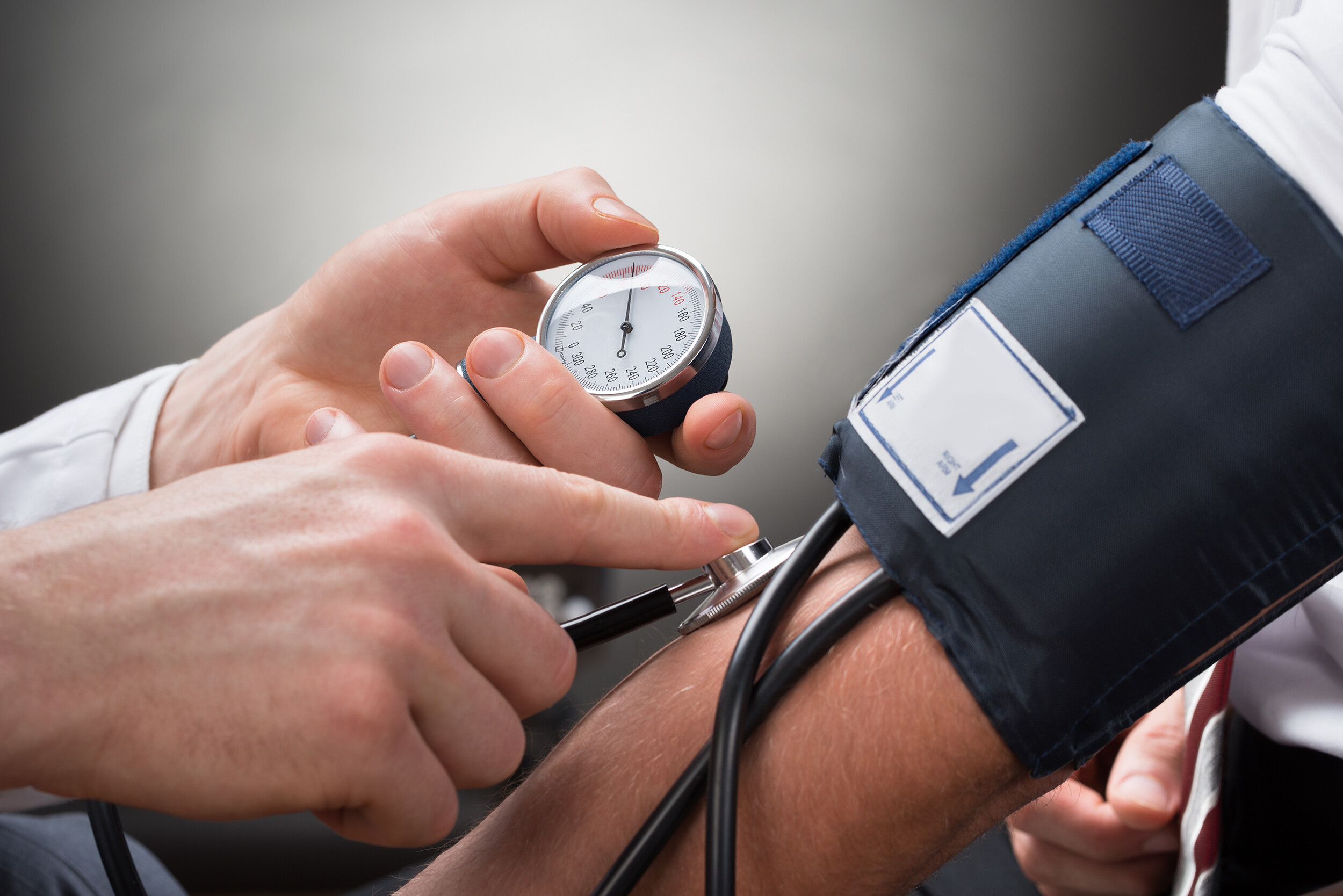 High blood pressure in young adults is linked to smaller brain sizes and dementia, a study finds