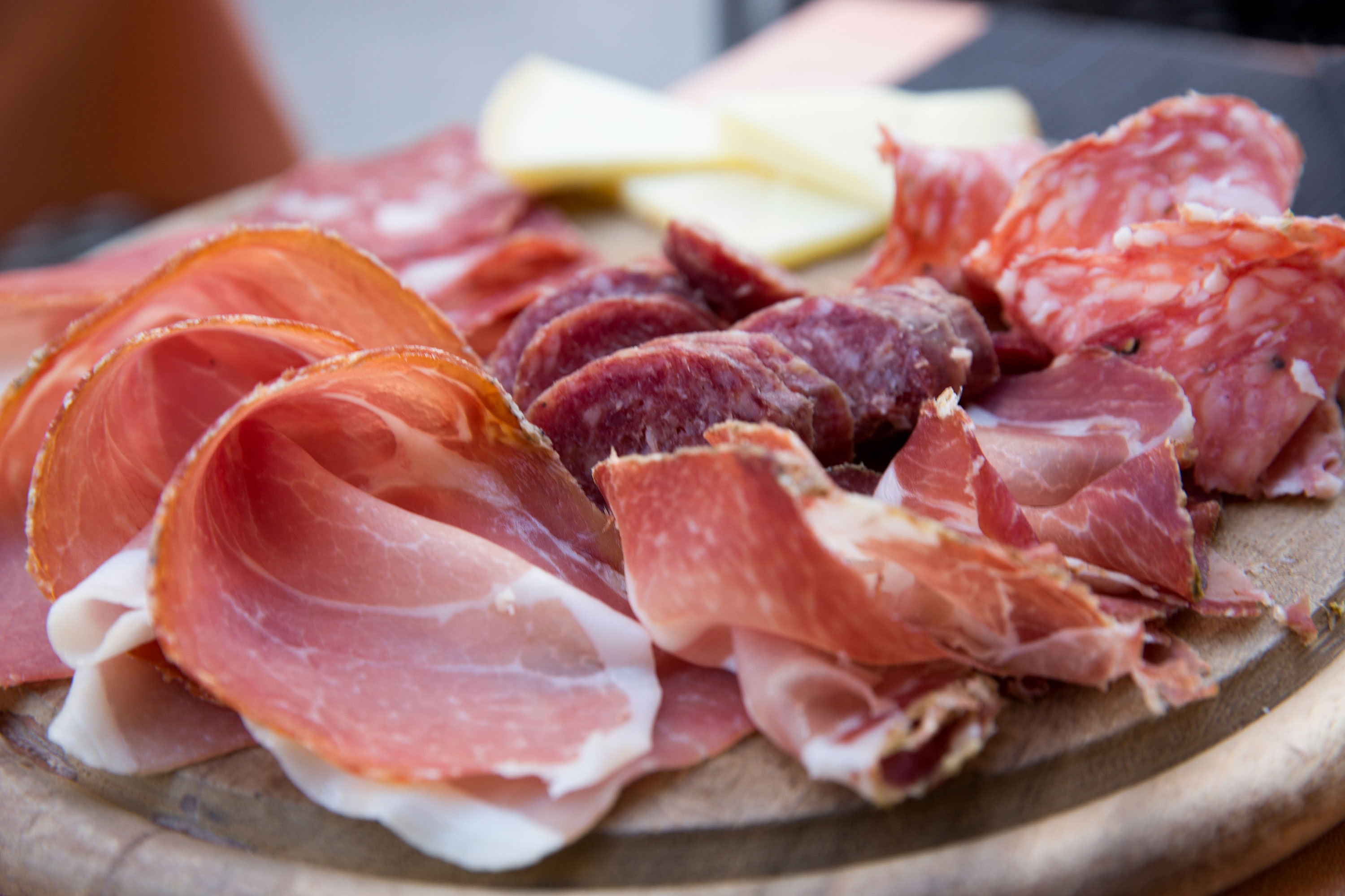 CDC warns of multi-state Listeria outbreak linked to deli meats
