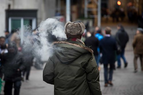 Image for US e-cigarette sales rose by nearly 300%, says a new CDC report