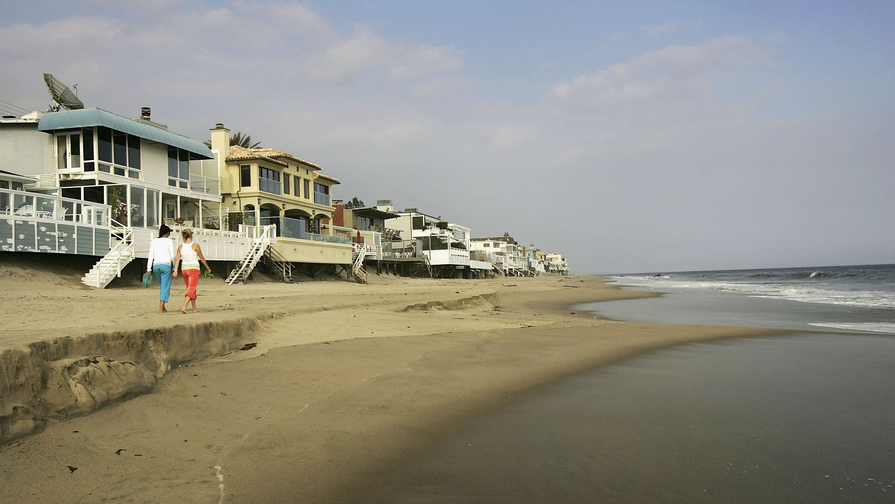 Beaches across America showed unsafe levels of pollution last year, a study finds