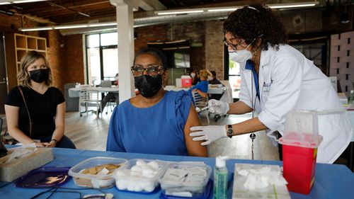 Image for US Covid-19 vaccination pace is down by nearly half in the last month. These states slow to vaccinate may struggle this summer, expert warns