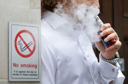 Image for Vaping-related lung injuries now in all states but one, new CDC numbers show