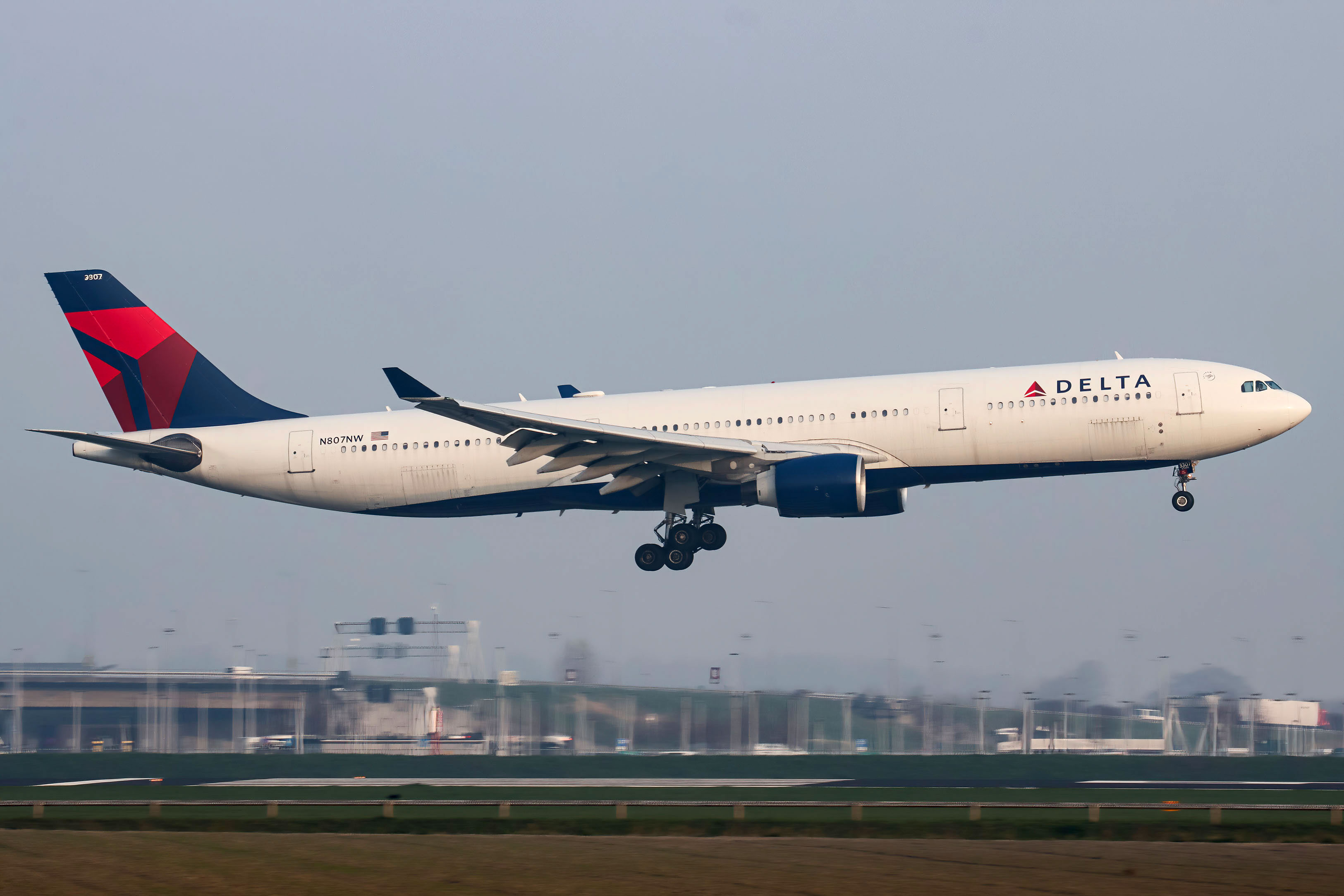 Delta will require vaccines for new employees