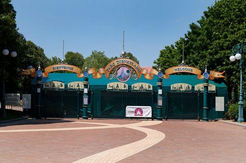 Image for Disneyland Paris shuts down again as France enters lockdown
