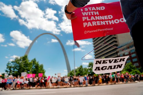 Image for Judge blocks Missouri 8-week abortion ban