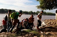 Asylum officers union opposes sending migrants back to Mexico