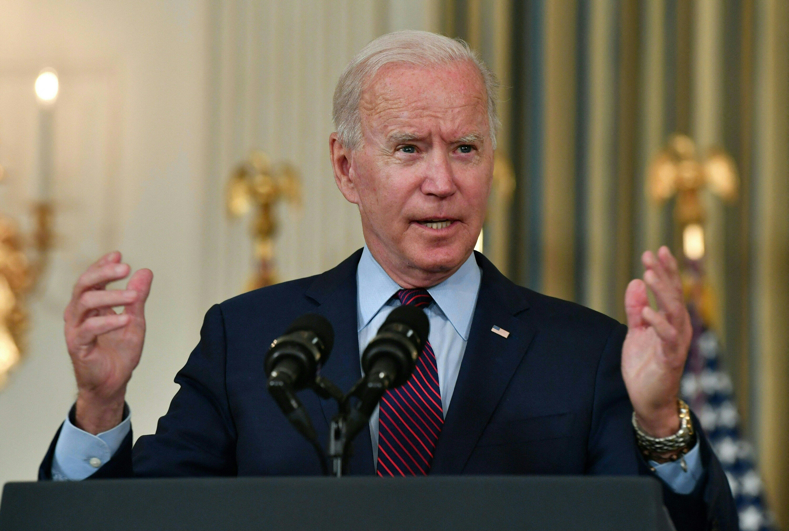 Biden says he's instructed the Justice Department to address unruly passengers on planes