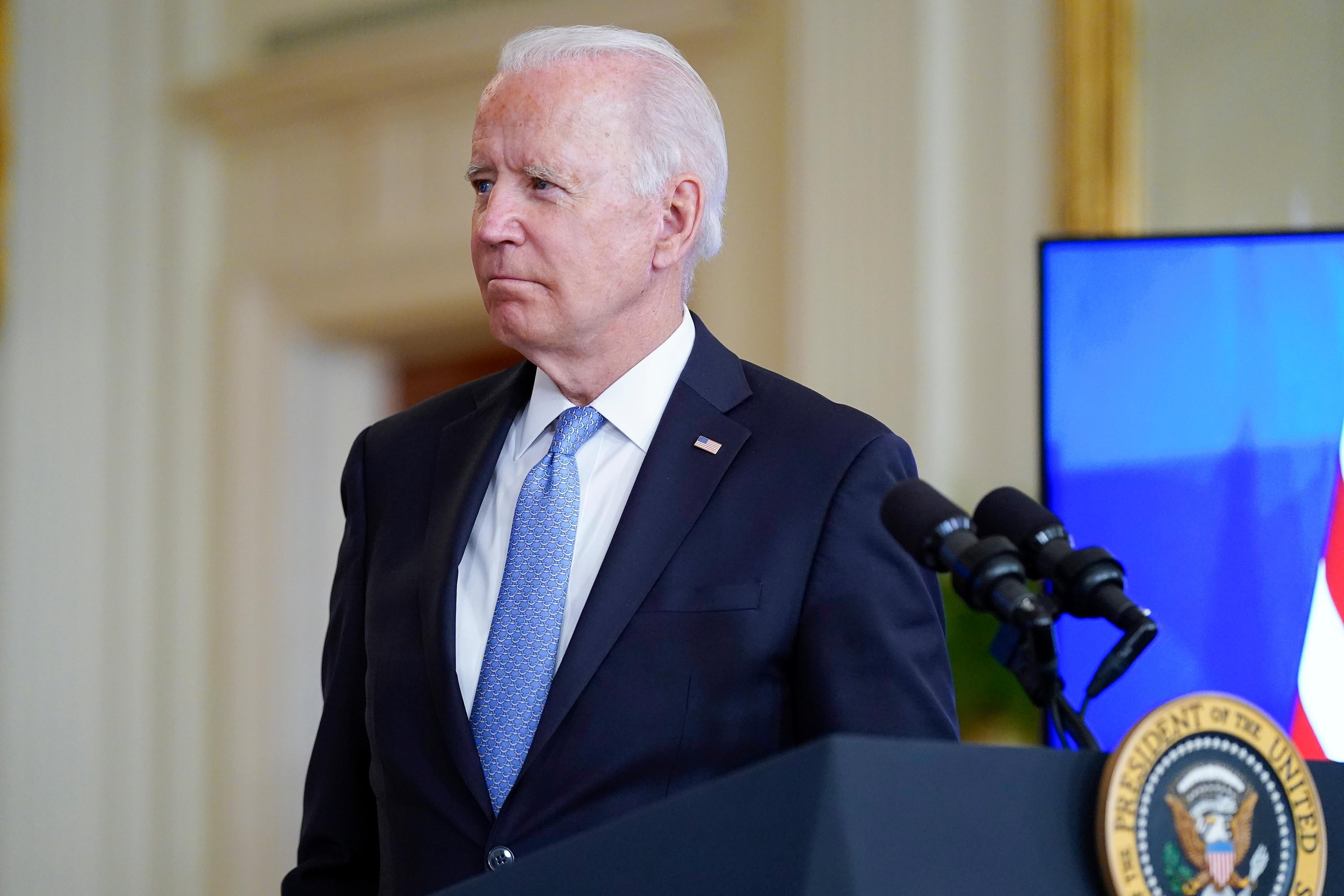 Biden says Republican governors undermining his vaccine mandates are putting lives at risk