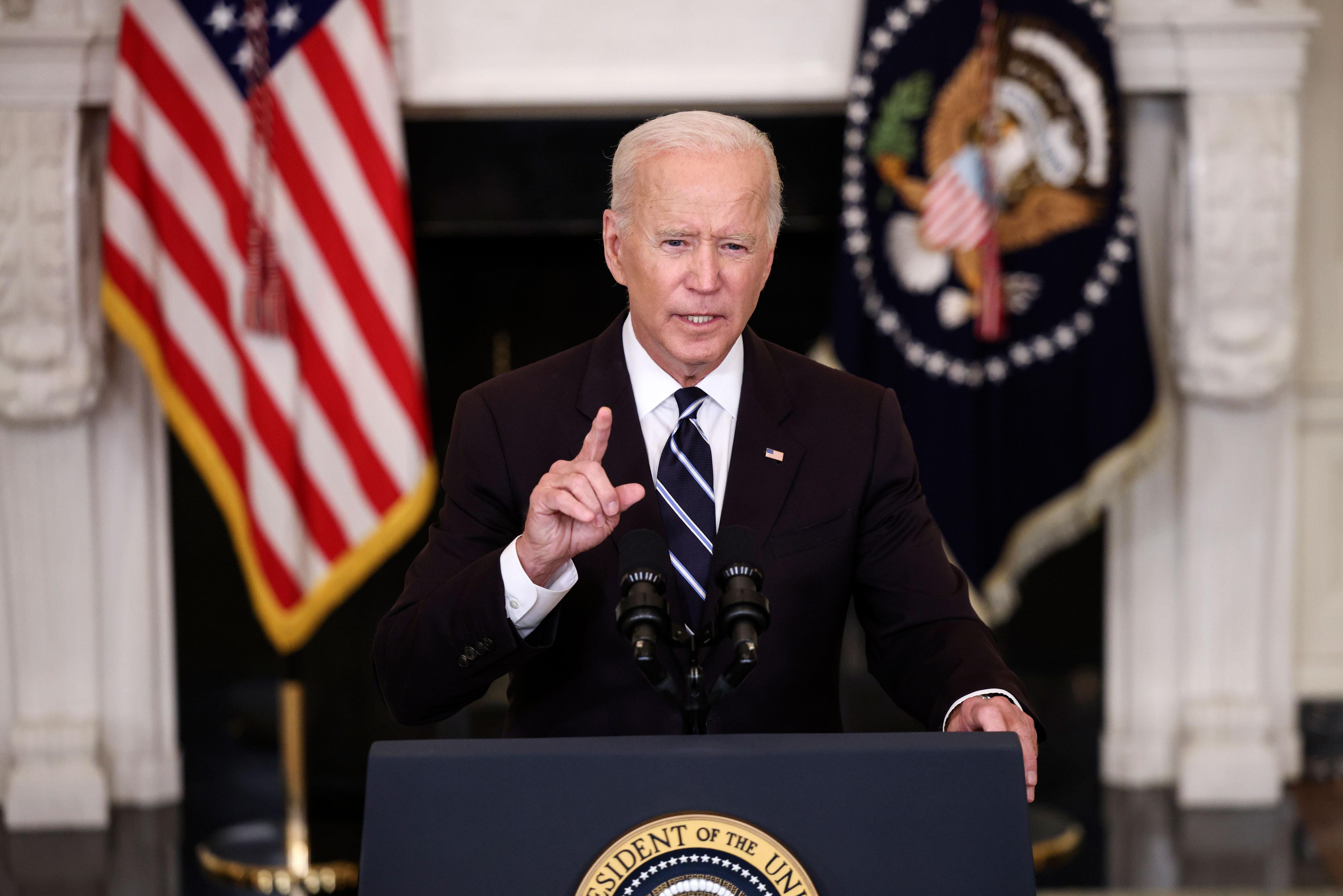 'Show some respect:' Biden blasts travelers who harass flight attendants over face masks