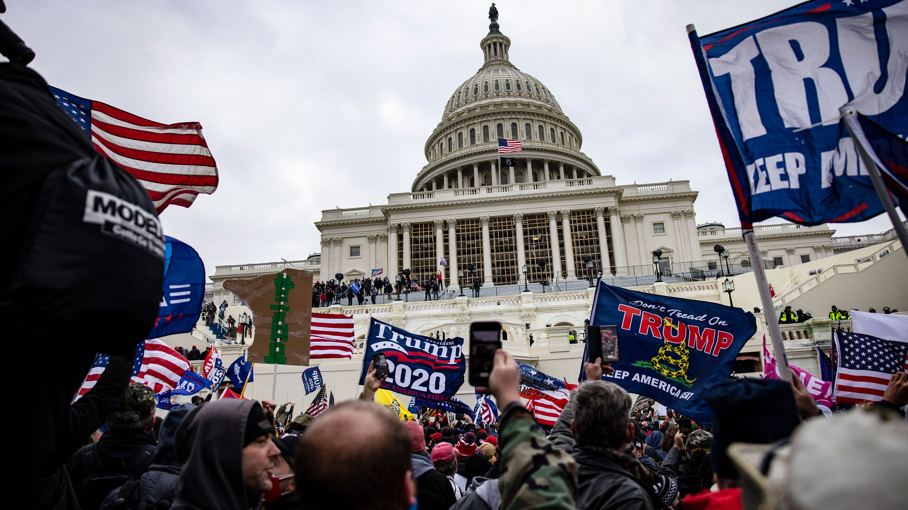 DEA suspends agent for standing outside the Capitol during the insurrection