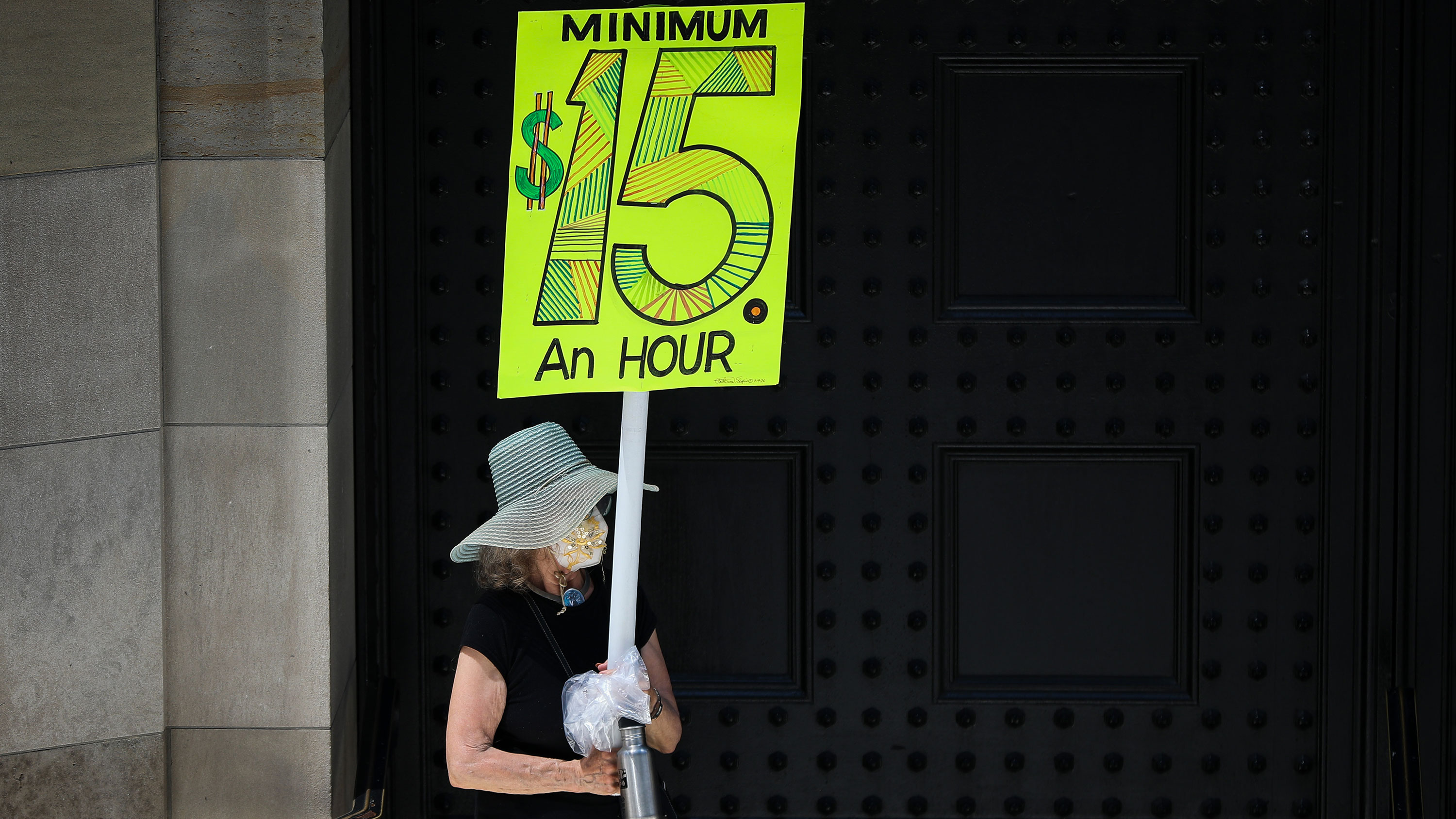 Democrats introduce bill to raise minimum wage to $15 by 2025