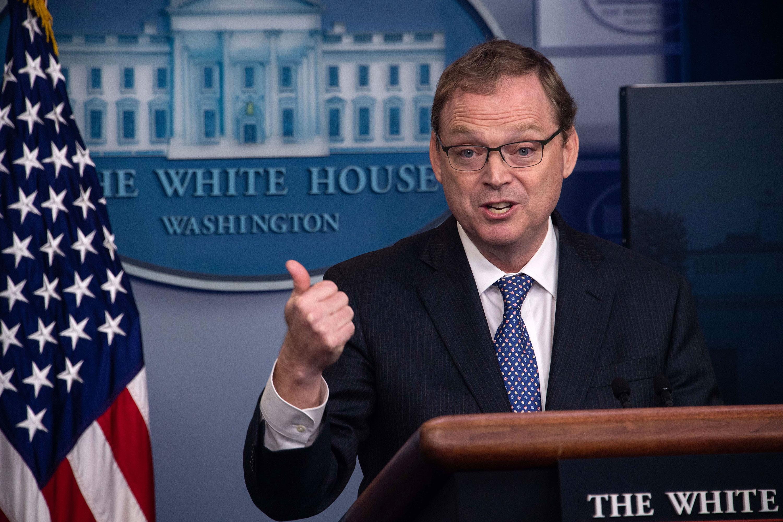 White House economic advisers express contradictory tones on economic impact of coronavirus