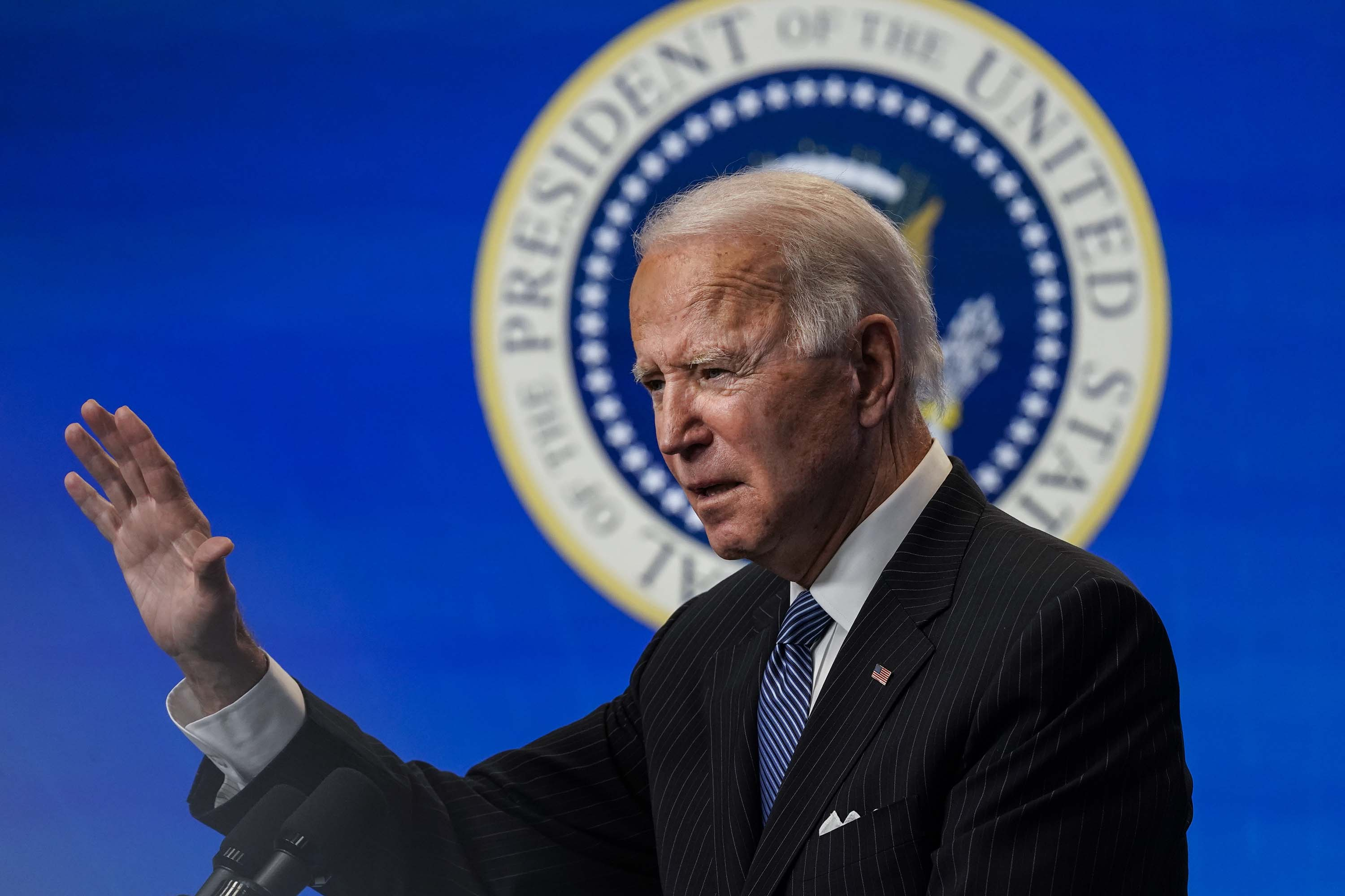 Judge temporarily blocks Biden's plan to halt deportations