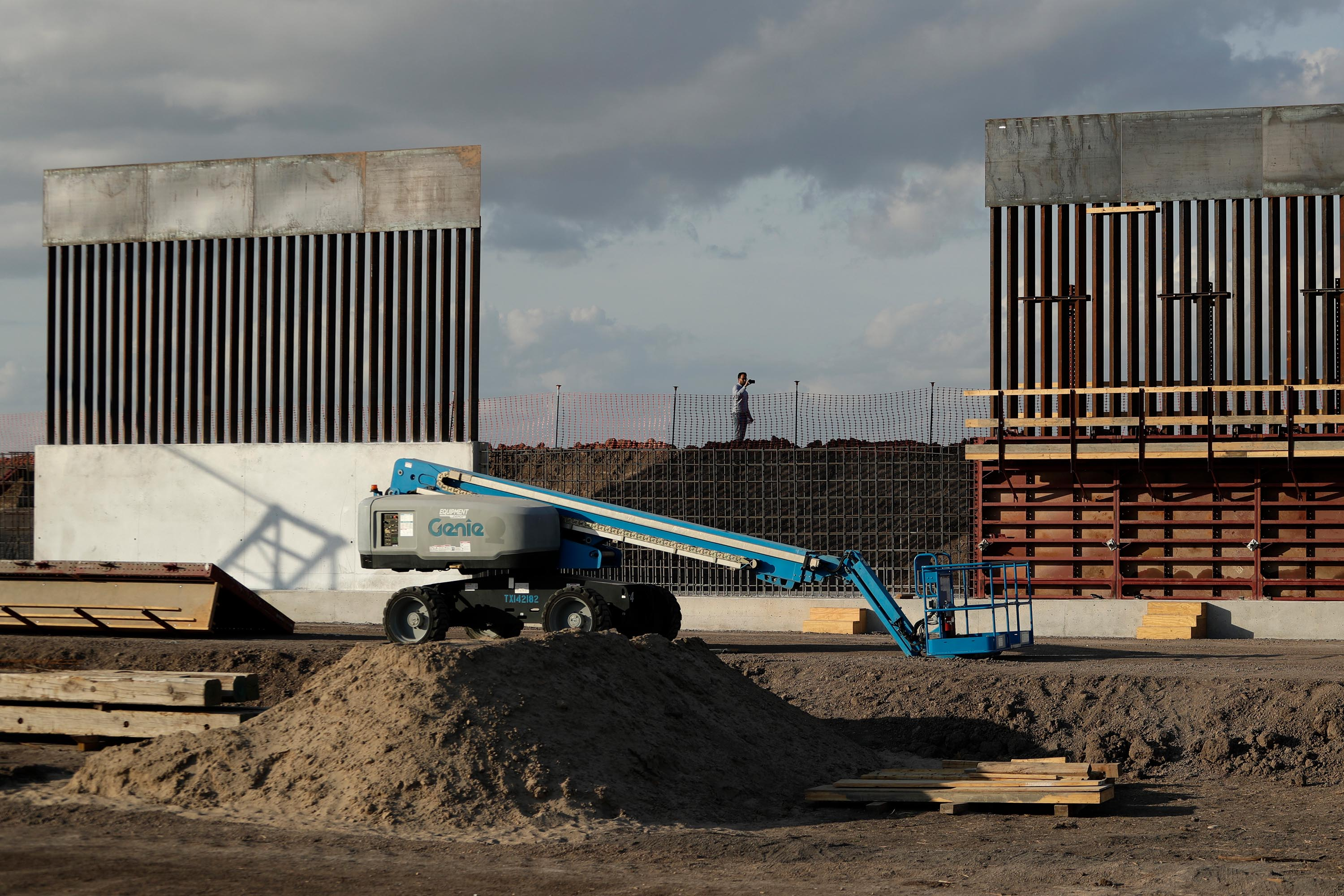 DHS will waive contracting laws for first time to speed up construction of border wall