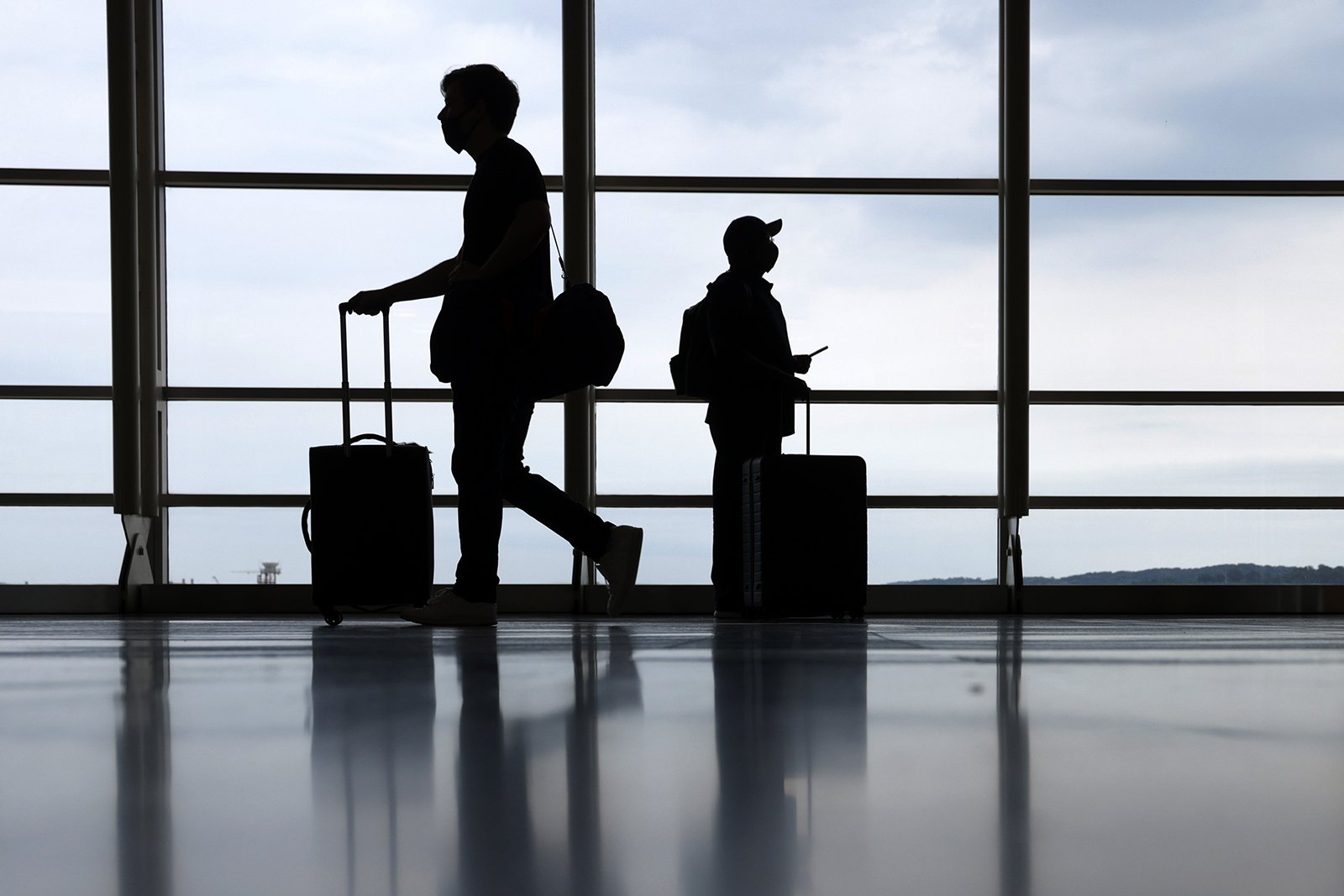 Senators ask DOT to remove expiration date for pandemic-related flight credits